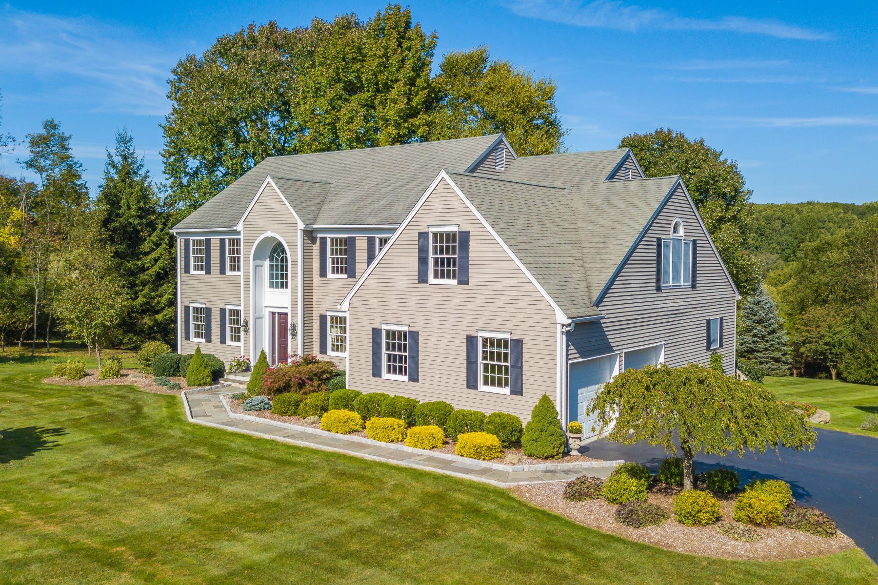 Single Family Homes for Active at Impressive Colonial On Premier Lot 21 Fox Ridge Drive New Milford, Connecticut 06776 United States