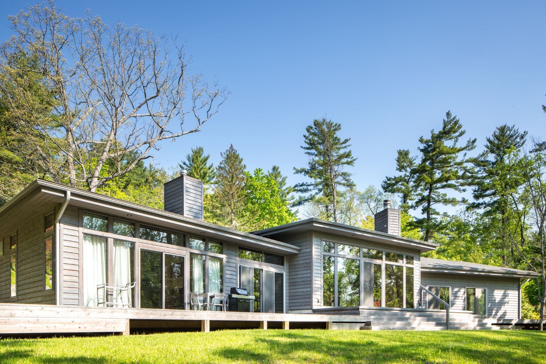 واحد منزل الأسرة للـ Sale في Chic, Custom-designed Contemporary on The Hill 15 Berkshire Heights Rd Great Barrington, Massachusetts 01230 United States