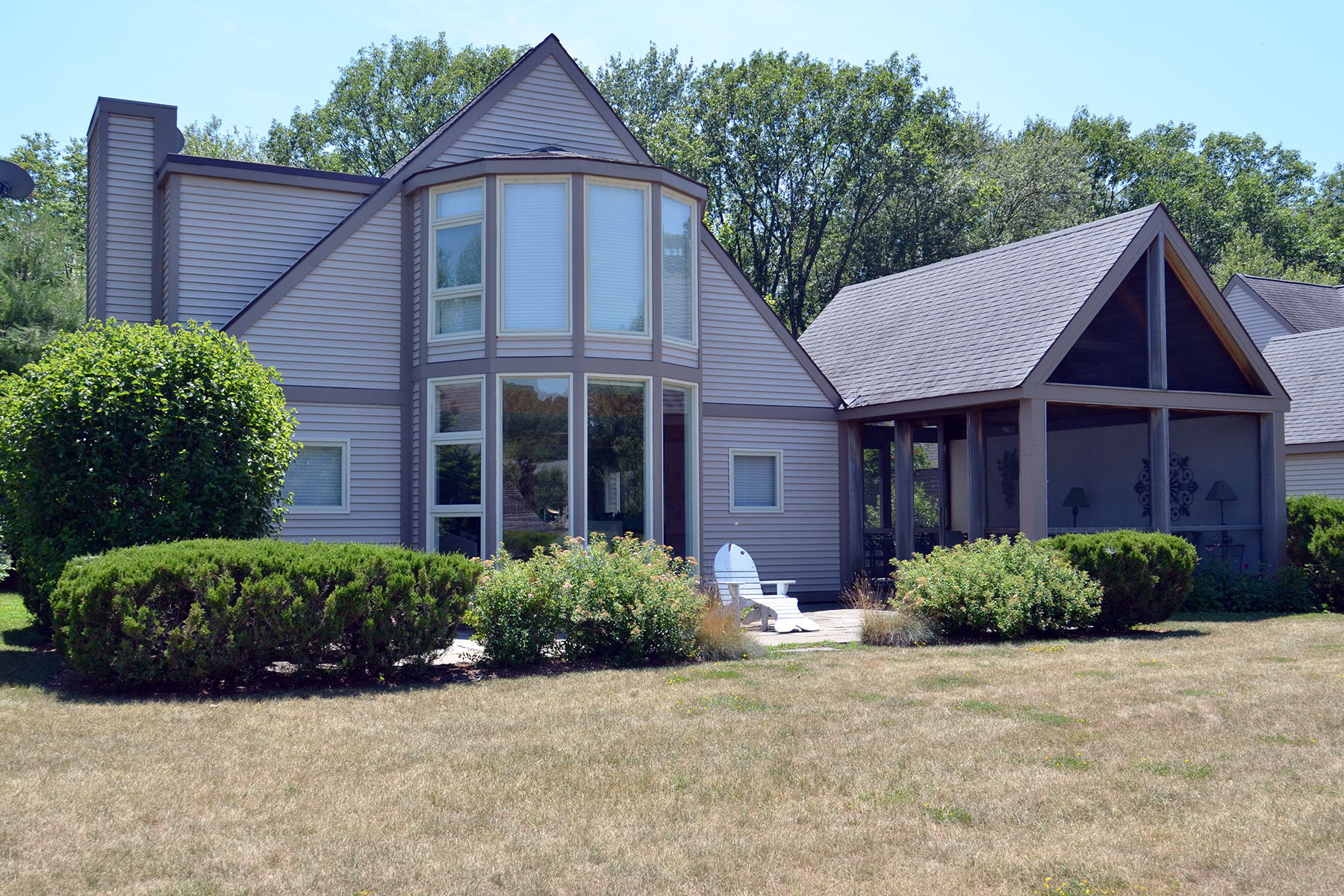 Single Family Homes pour l Vente à Serene and Pristine Waterfront Home 332 Arcadia Dr Ancram, New York 12503 États-Unis