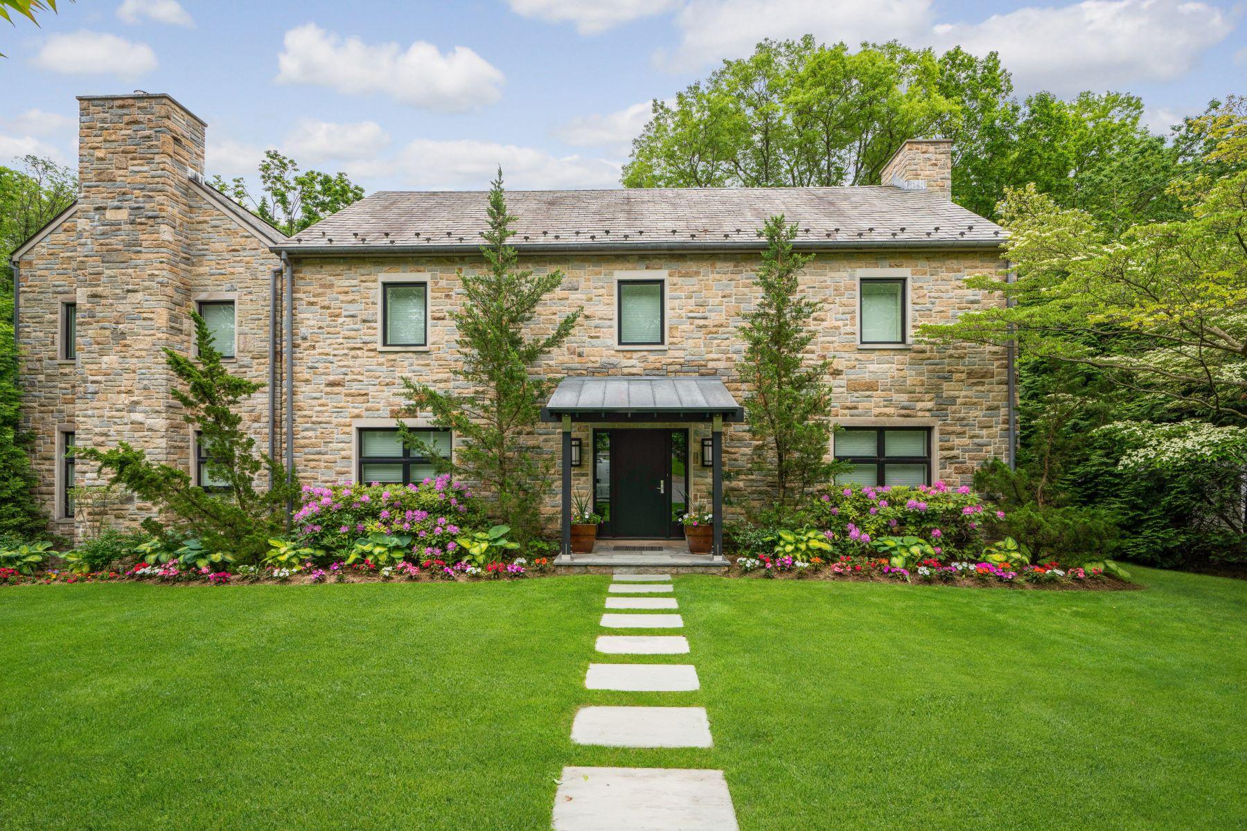 Single Family Homes för Försäljning vid Architecturally Inspired & Meticulously Renovated 196 Rock Creek Lane, Scarsdale, New York 10583 Förenta staterna