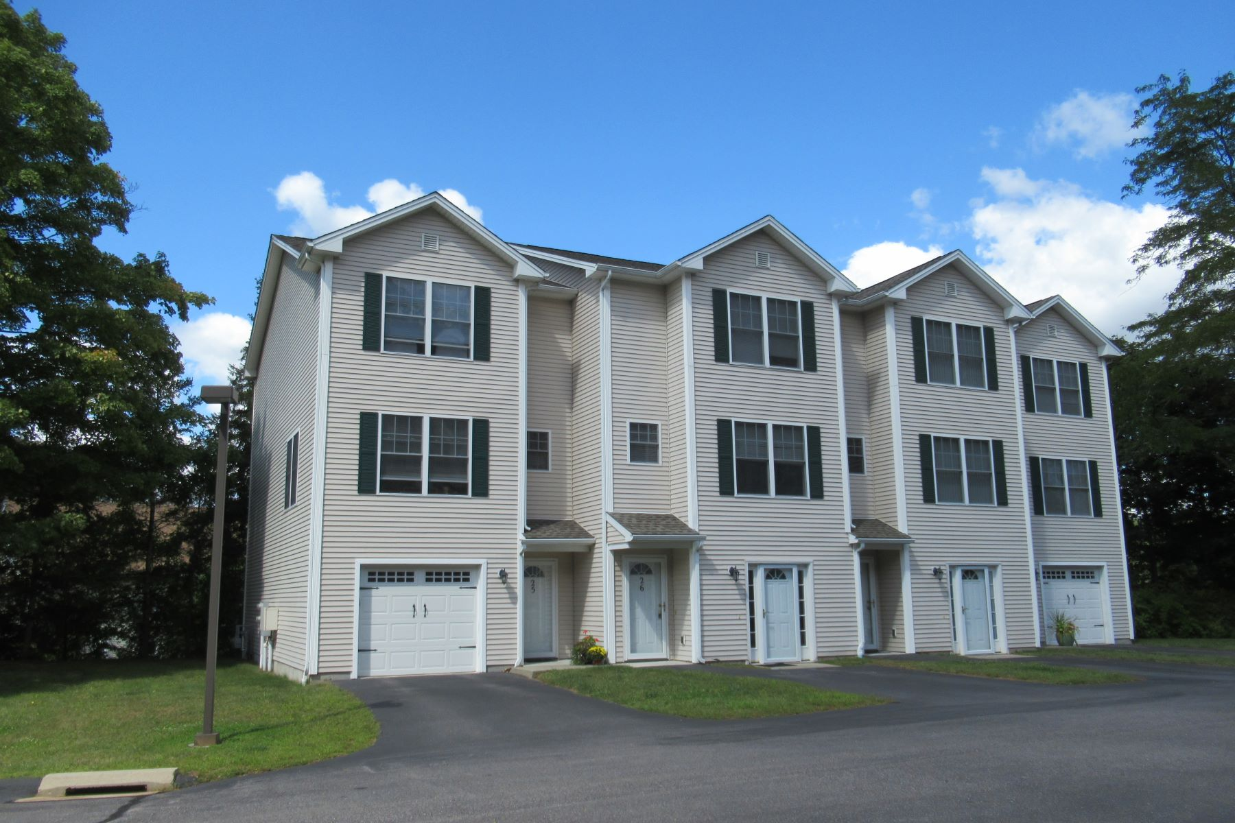 Single Family Homes for Active at 86 Otrobando Avenue 25 Norwich, Connecticut 06360 United States