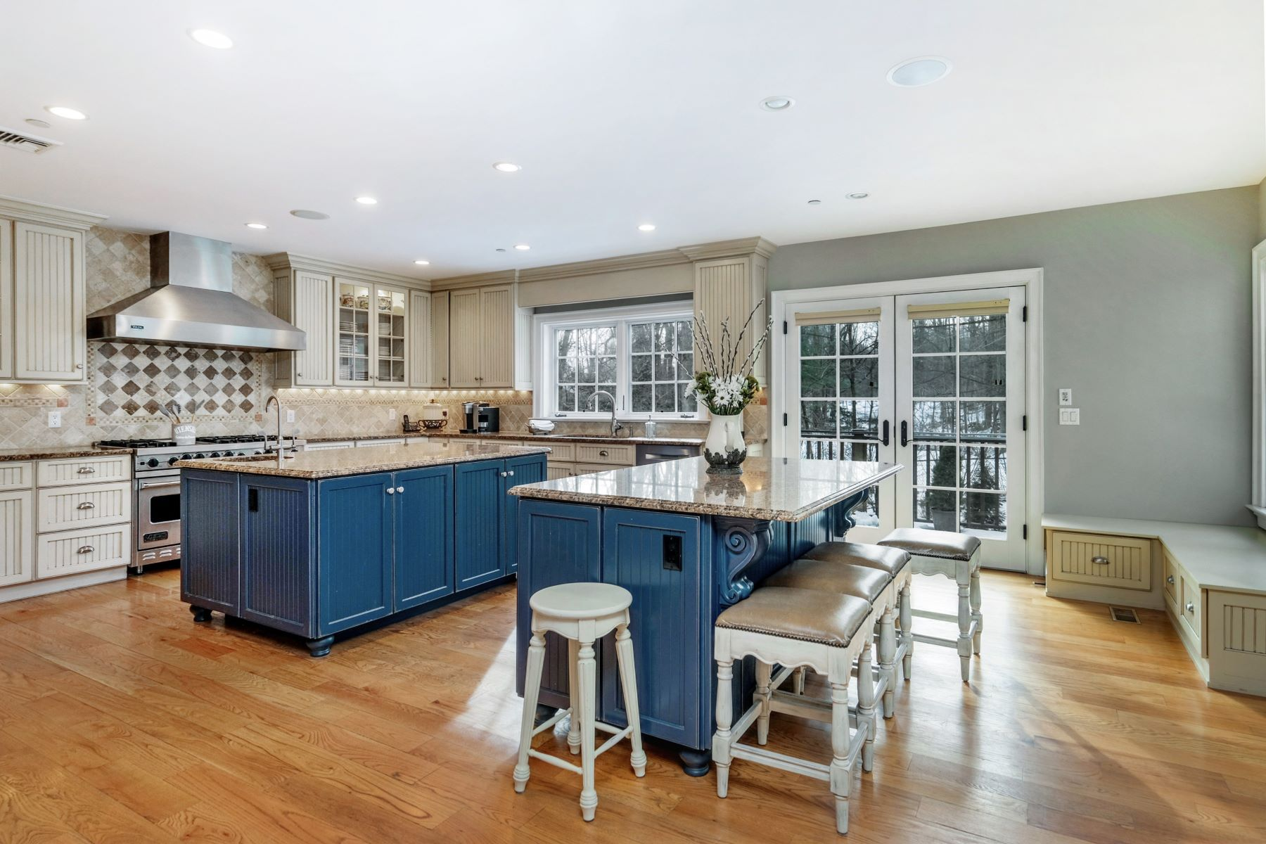 Single Family Homes for Active at 34 Lincoln Avenue Rye Brook, New York 10573 United States