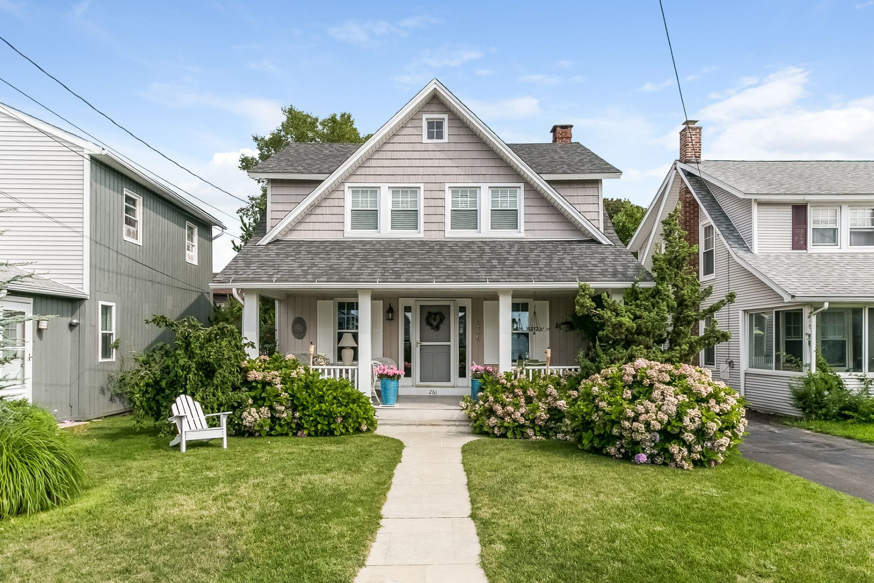 Casa Unifamiliar por un Venta en 261 Cosey Beach Avenue East Haven, Connecticut, 06512 Estados Unidos