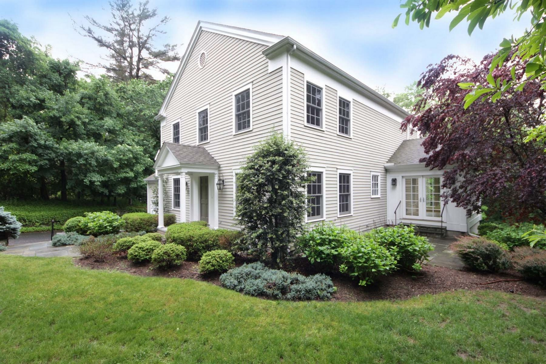 Single Family Homes vì Bán tại 5 Bedroom Colonial 188 West Hill Road, Stamford, Connecticut 06902 Hoa Kỳ