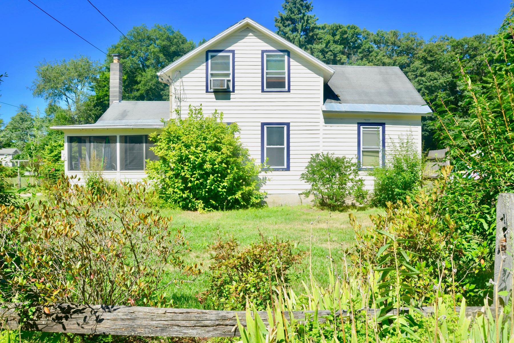 Single Family Homes 为 销售 在 Quaint Colonial in the Historic Village of Ashley Falls 172 East Main St 谢菲尔德, 马萨诸塞州 01257 美国