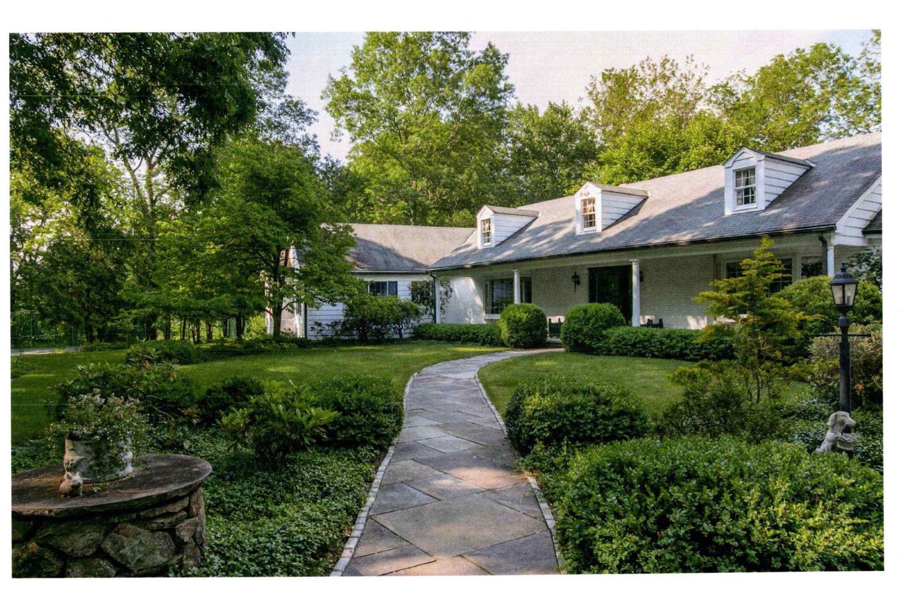 Single Family Homes для того Продажа на Quiet piece of paradise on 5 acres 32 & 40 Peter Road, Woodbury, Коннектикут 06798 Соединенные Штаты