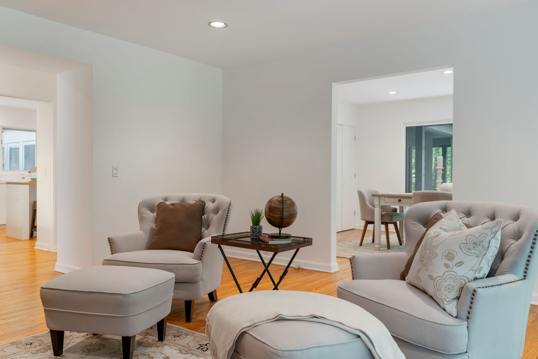 Additional photo for property listing at Private Contemporary on Nearly 5 Acres! 389-1 Grassy Hill Road Lyme, Connecticut 06371 United States