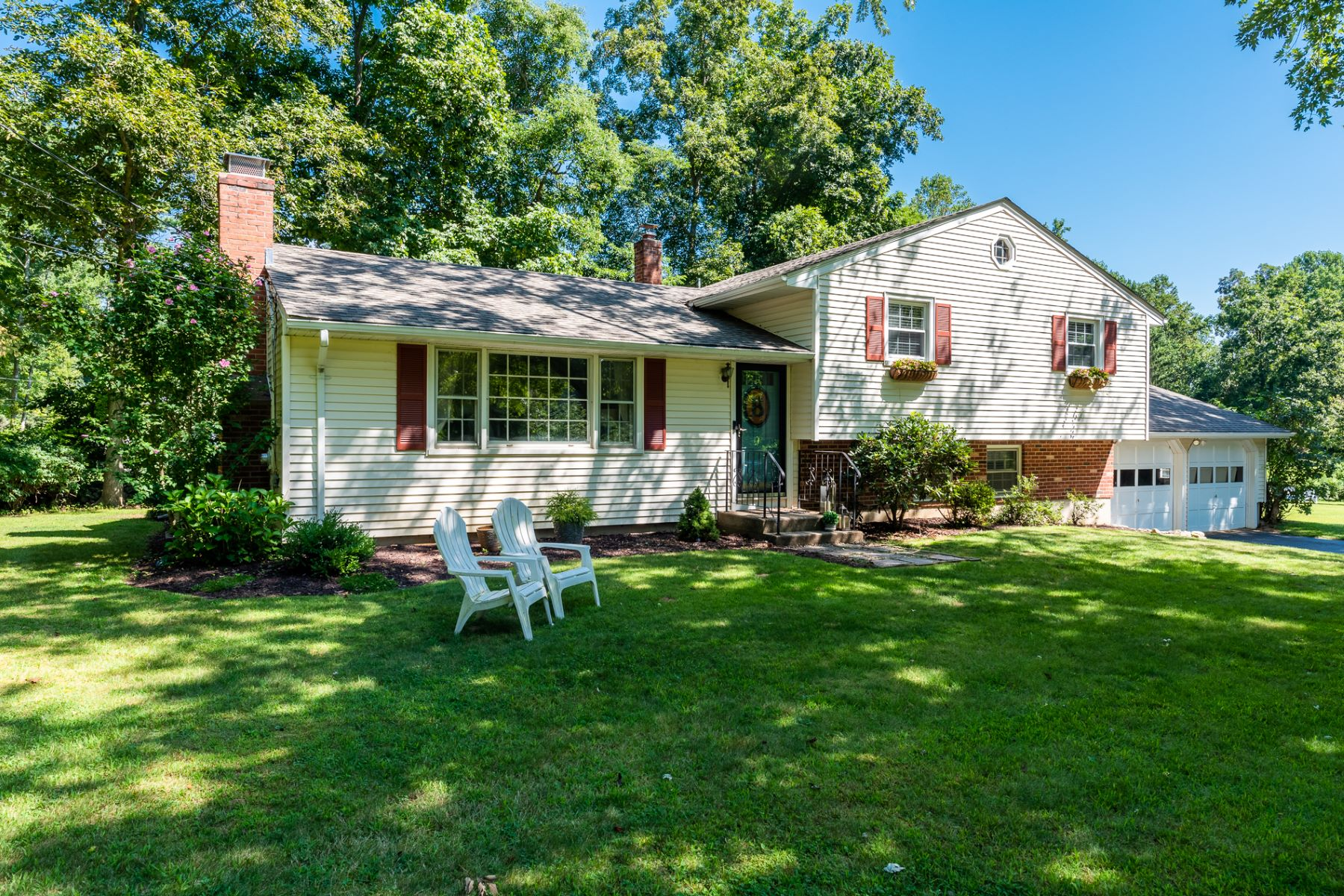 Single Family Homes for Sale at 3 Heritage Circle 3 Heritage Cir Clinton, Connecticut 06413 United States