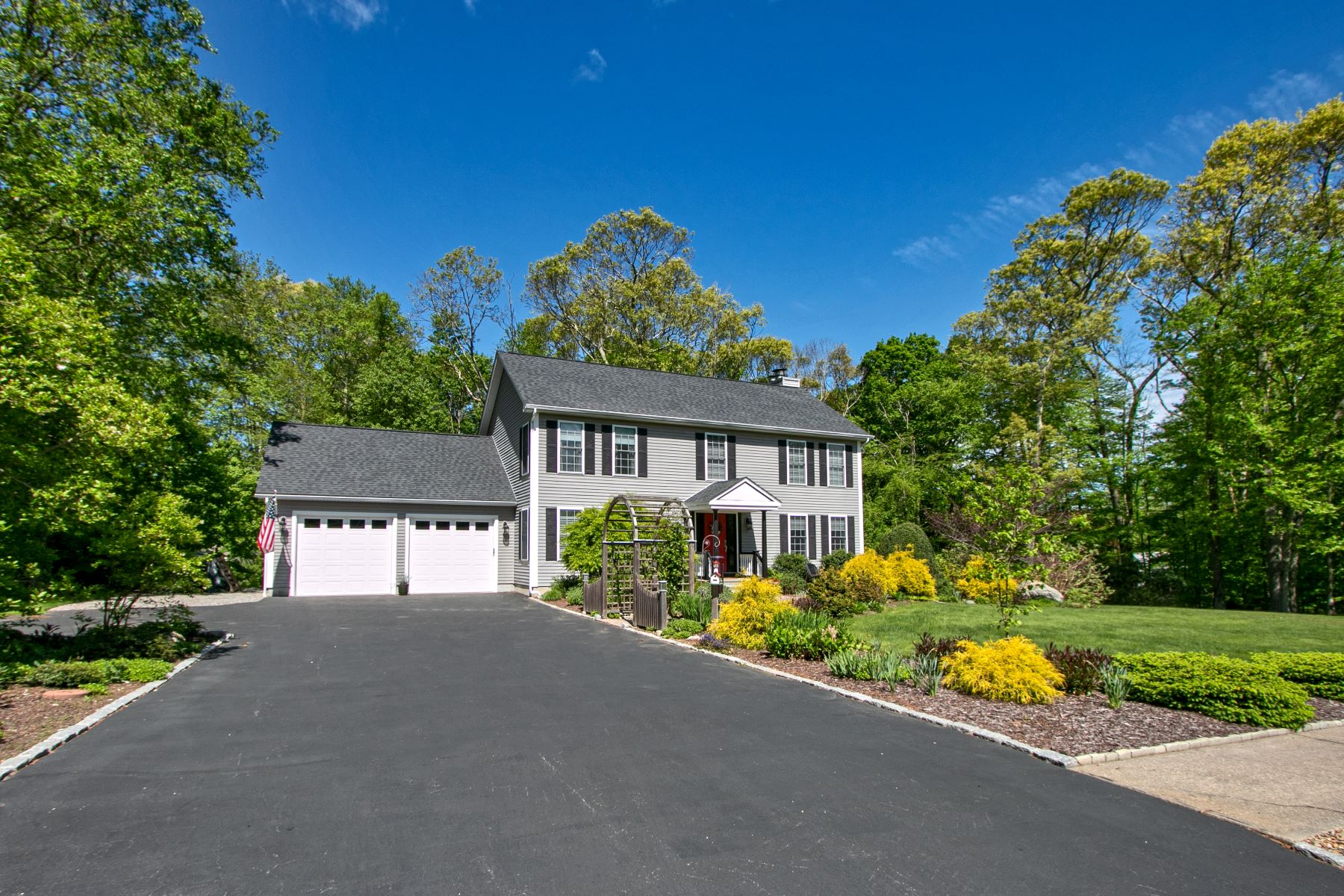 Single Family Homes for Sale at 30 Stewart Drive 30 Stewart Dr Norwich, Connecticut 06360 United States