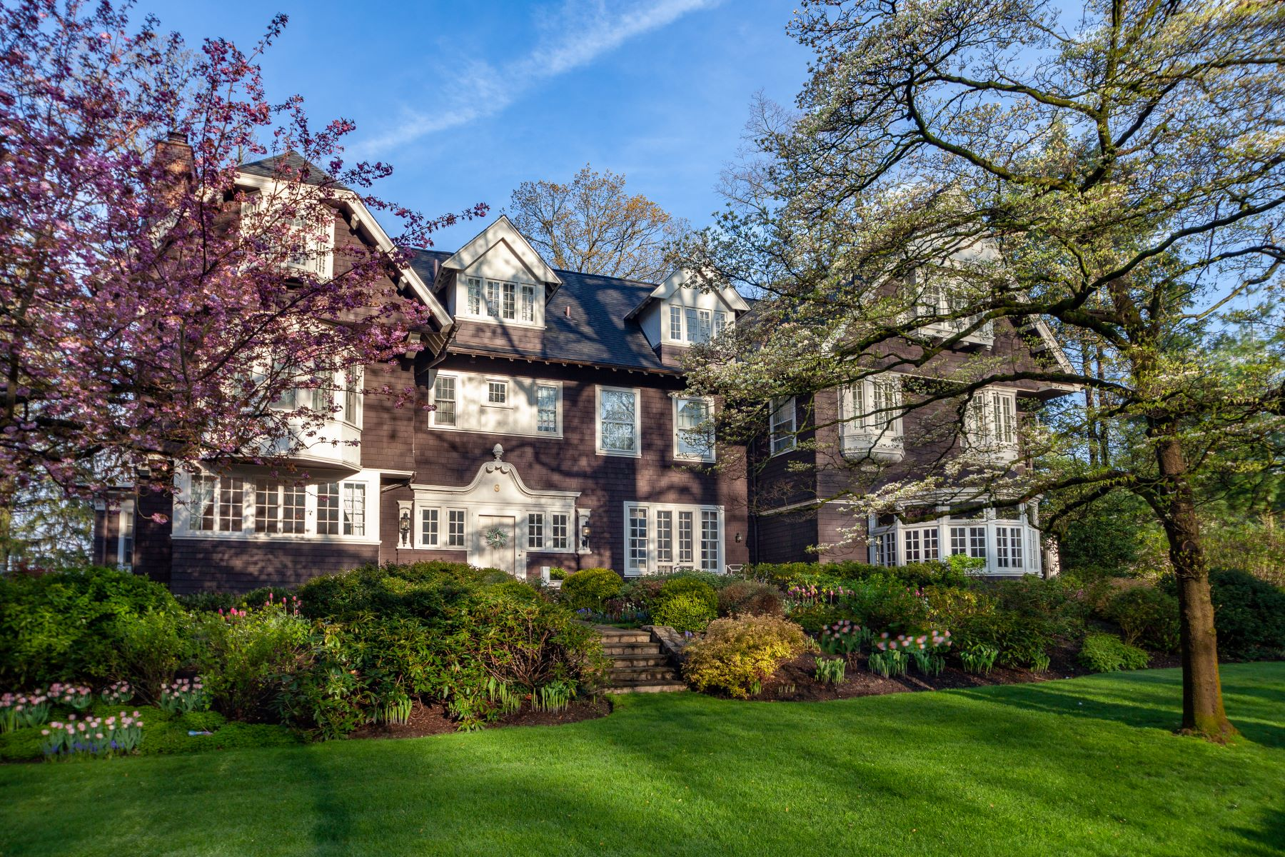 Single Family Homes por un Venta en Welcome To 8 Woodland Avenue 8 Woodland Avenue Bronxville, Nueva York 10708 Estados Unidos
