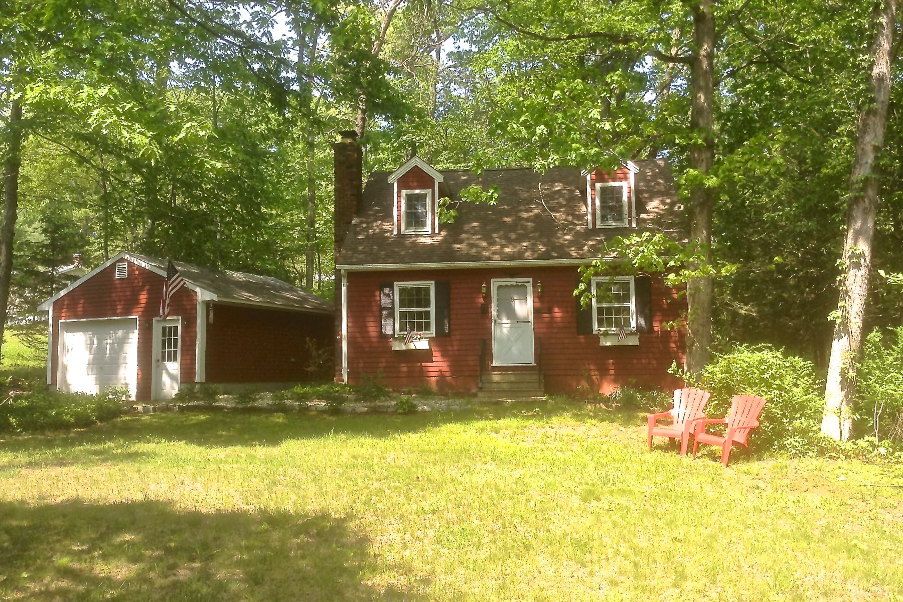 Nhà ở một gia đình vì Bán tại Charming 3 BR Cape 9 Laurel Drive, New Milford, Connecticut, 06776 Hoa Kỳ