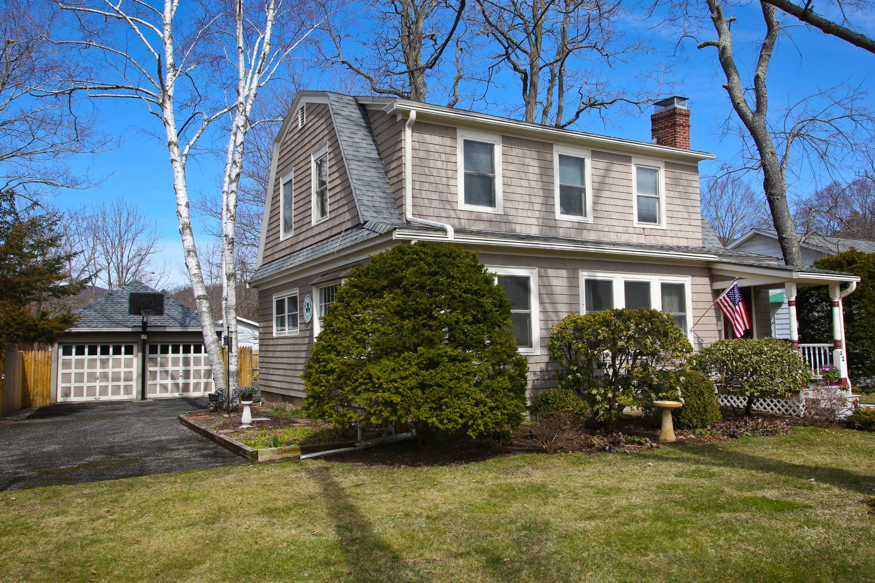 Single Family Home for Sale at In Town Charming Home 42 Elizabeth Street, Kent, Connecticut, 06757 United States