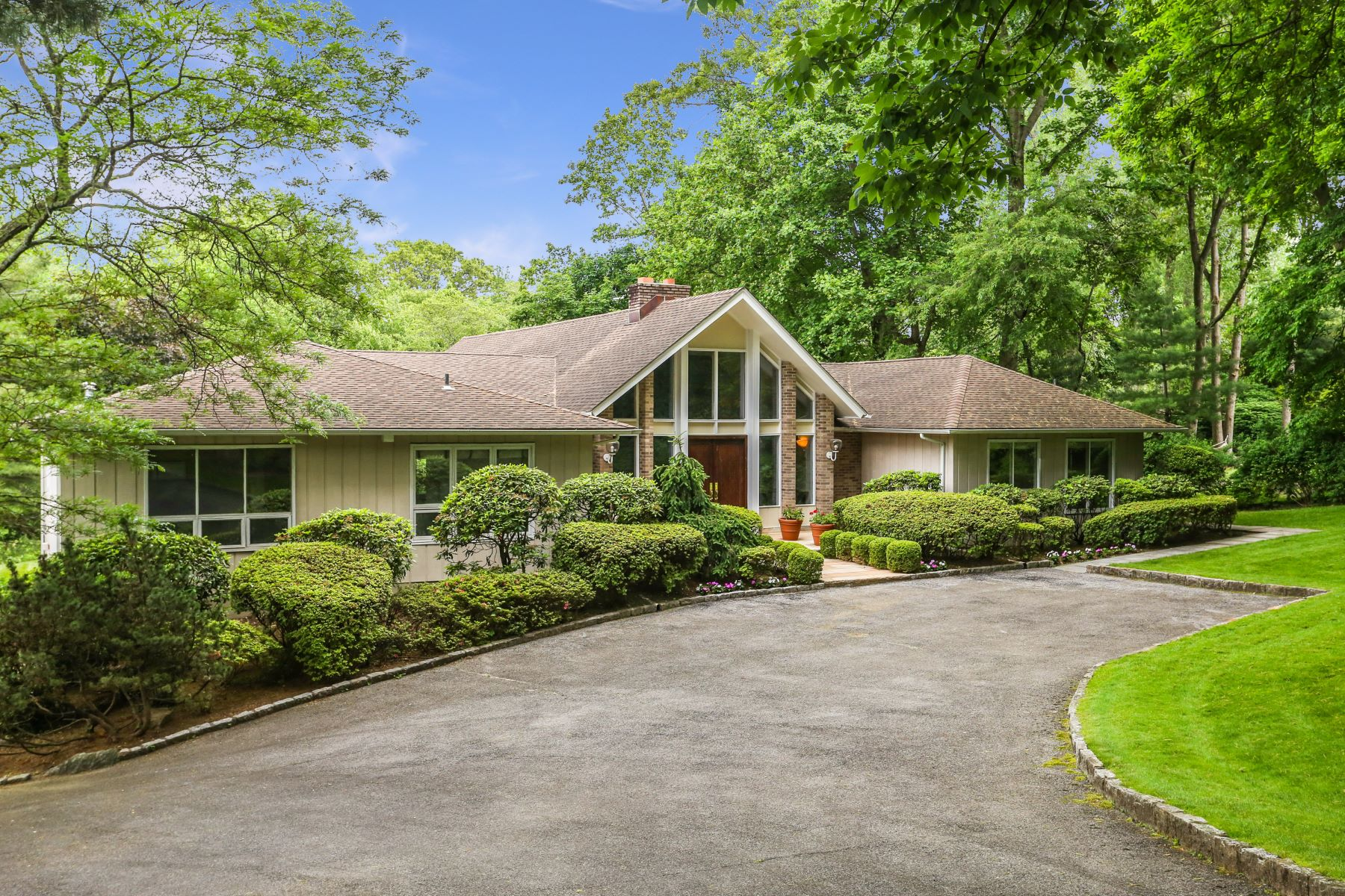 Single Family Homes for Active at 15 Rolling Hills Lane Harrison, New York 10528 United States