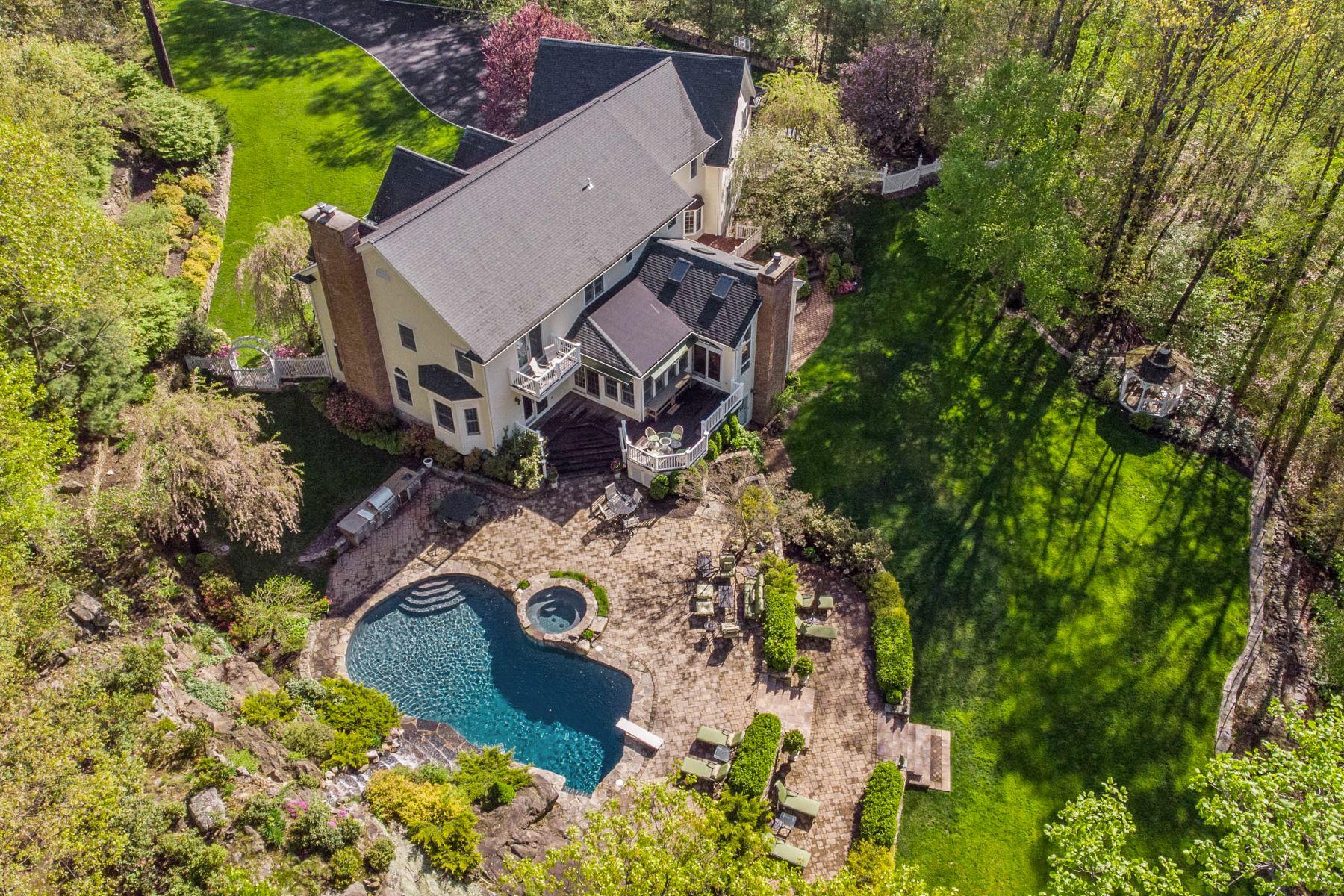 Single Family Homes 為 出售 在 Pristine and Spacious Colonial 85 Park Lane, West Harrison, 纽约 10604 美國