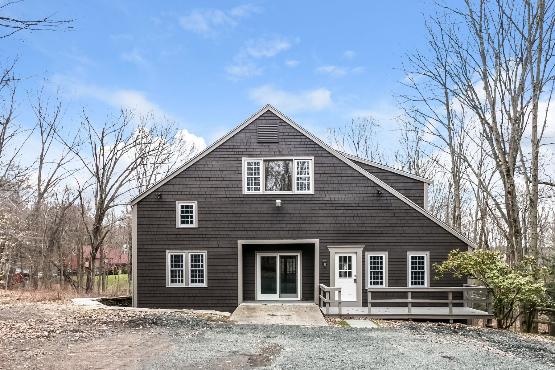 Einfamilienhaus für Verkauf beim Close to the Historic Center of Durham 53 Woodland Dr Durham, Connecticut, 06422 Vereinigte Staaten