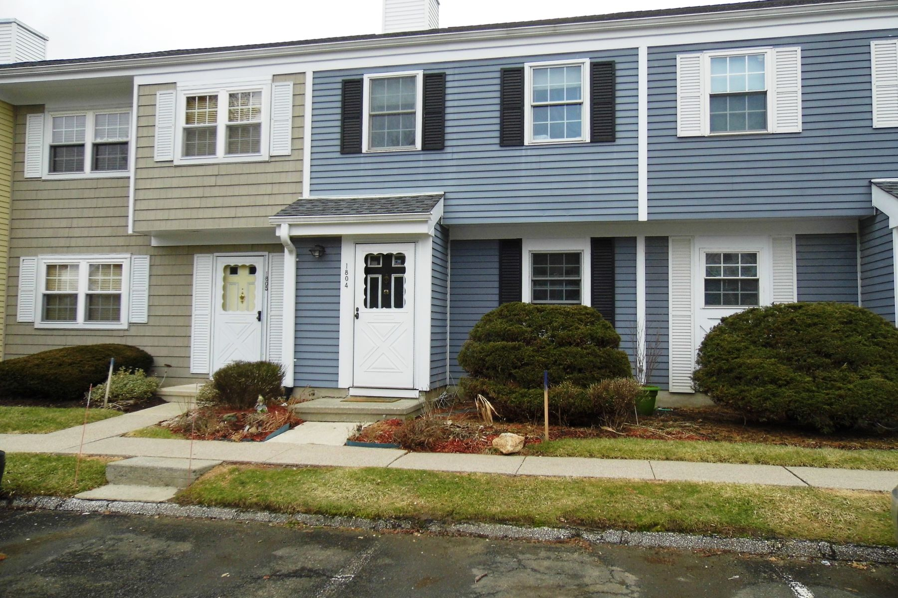 Townhouse for Sale at Extremely Well Kept Townhome 81 Park Avenue 1804, Danbury, Connecticut, 06810 United States