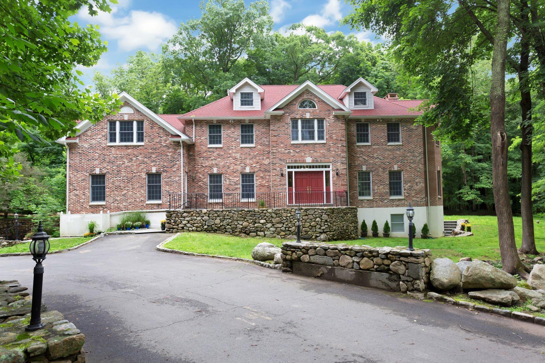 Single Family Homes por un Venta en 6200 square foot Colonial 185 Interlaken Road Stamford, Connecticut 06903 Estados Unidos