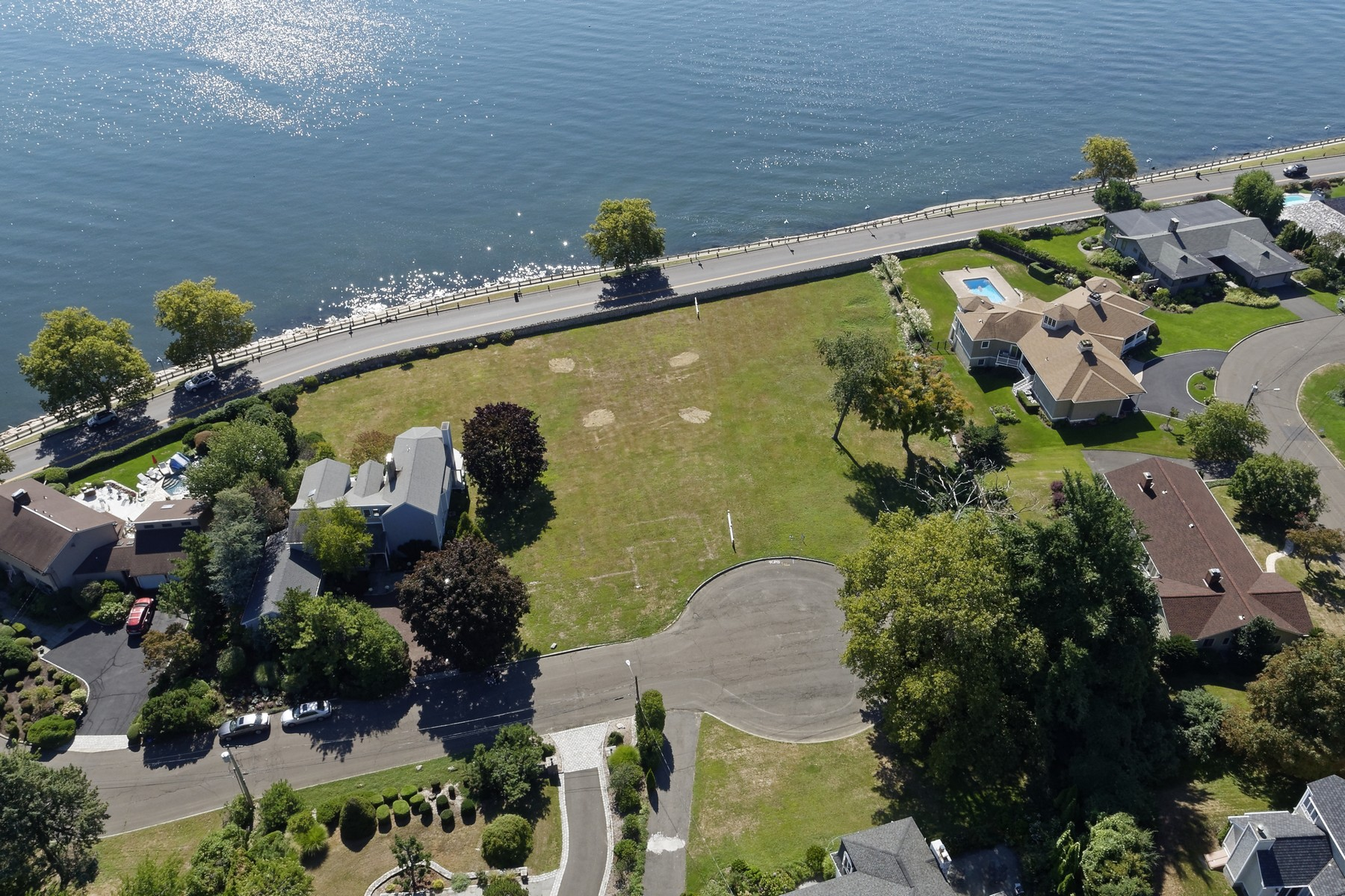 Terreno para Venda às Amazing Opportunity to Build Your Waterfront Dream Home in St. Mary's by the Sea 69 Armitage Drive Bridgeport, Connecticut, 06605 Estados Unidos