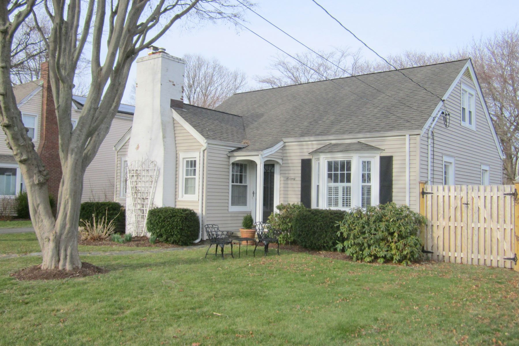 Single Family Homes por un Venta en Immaculate Lordship Cape 70 Victoria Lawn Stratford, Connecticut 06615 Estados Unidos
