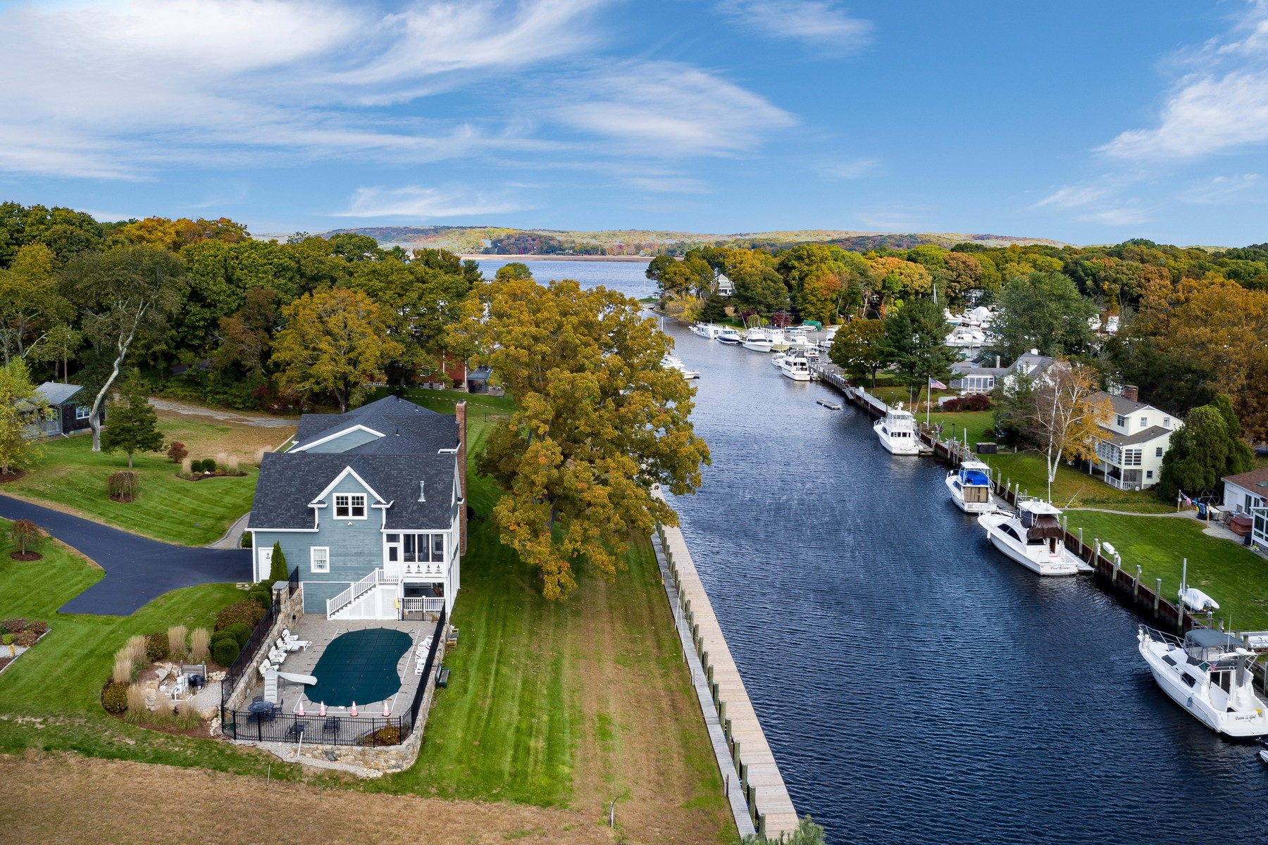 single family homes voor Verkoop op Waterfront Dream Come True! 16 Channelside Drive, Old Saybrook, Connecticut 06475 Verenigde Staten