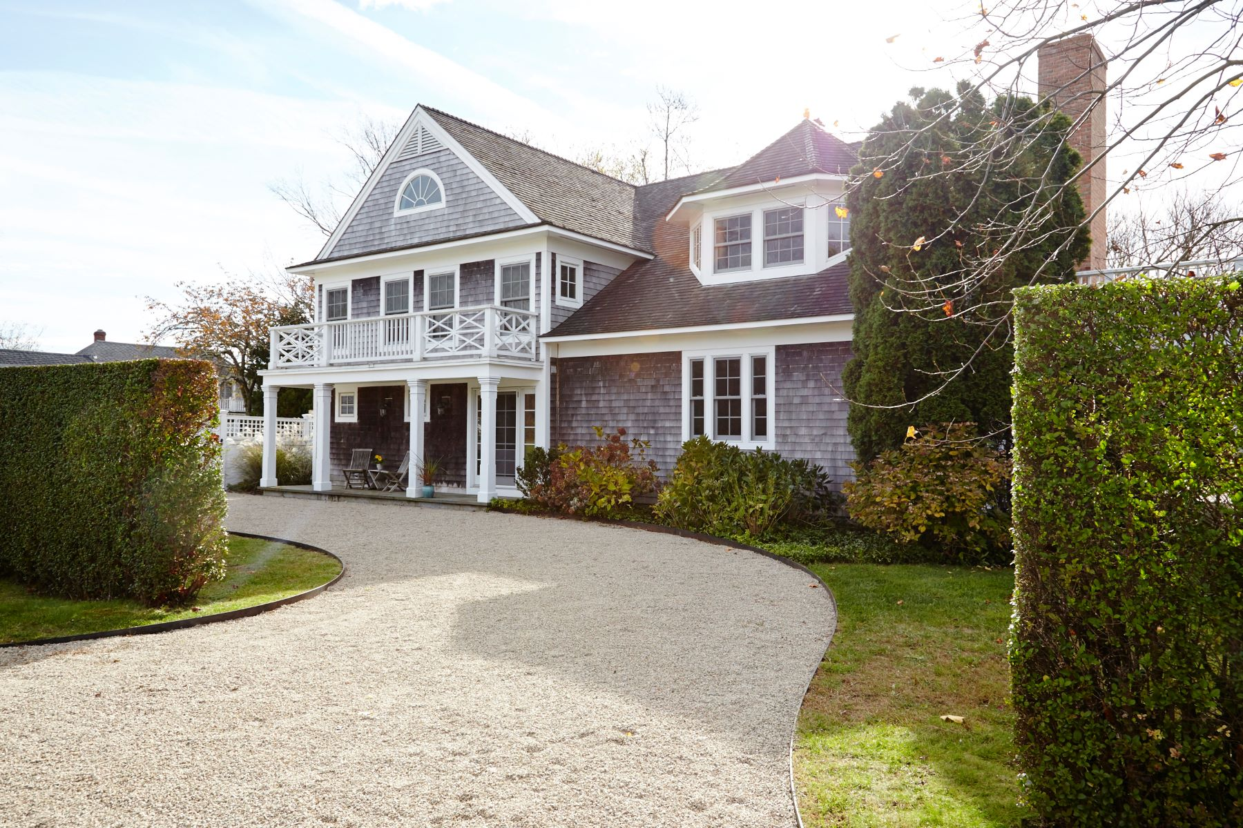 Single Family Homes のために 売買 アット A Stunning Home in an Amazing Location 9 Hemingway Road, East Lyme, コネチカット 06357 アメリカ