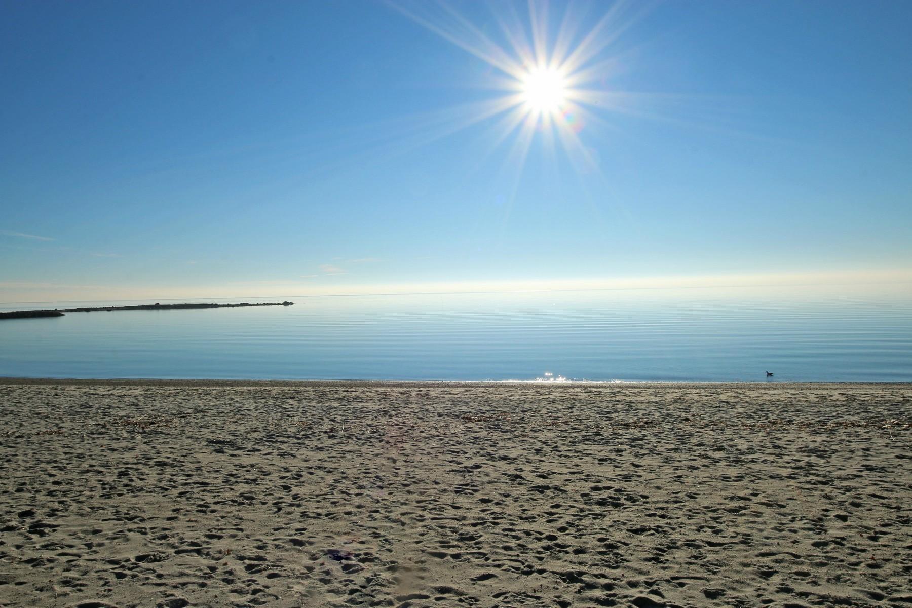 独户住宅 为 出租 在 Charming Updated Home with Panoramic Views 19 Soundview Drive 韦斯特波特, 06880 美国