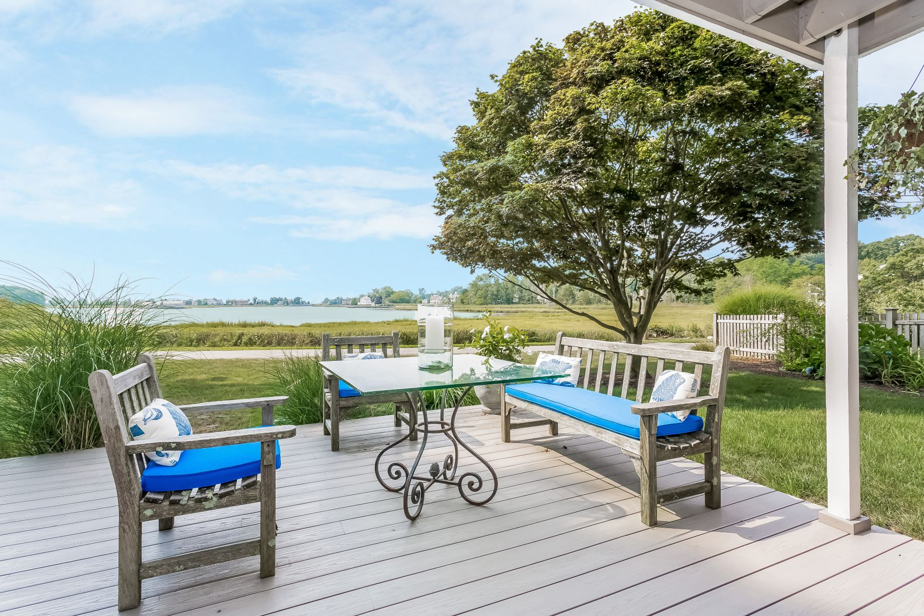 Maison unifamiliale pour l Vente à Panaromic Water Views 94 Grove Point Road Westport, Connecticut, 06880 États-Unis