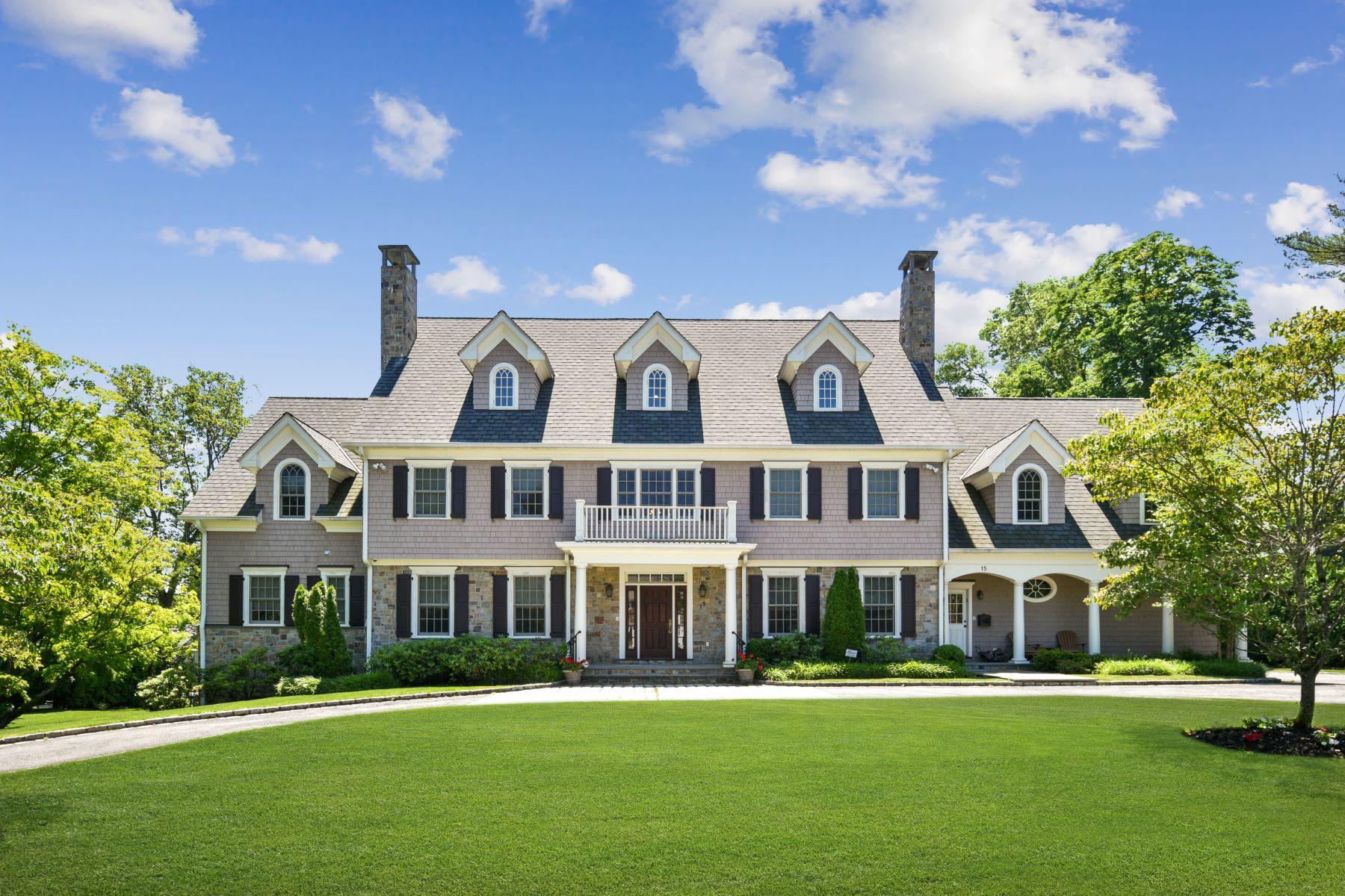 Single Family Homes för Försäljning vid Live like a Celebrity in this Contemporary Colonial 15 Wiltshire Road, Scarsdale, New York 10583 Förenta staterna