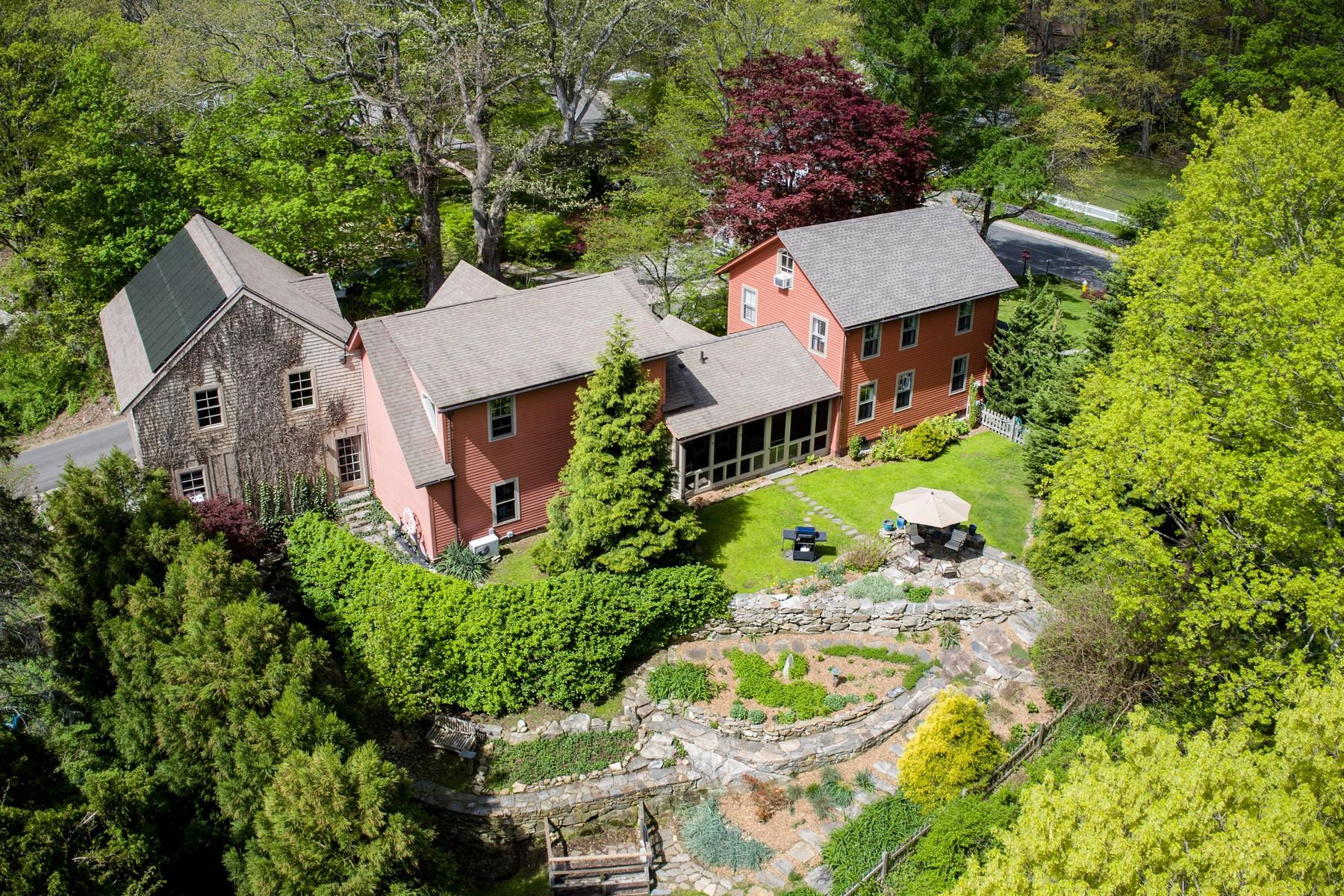Eensgezinswoning voor Verkoop op Modernized Vintage Home with Artisan Studio 112 Kirtland Street, Deep River, Connecticut 06417 Verenigde Staten