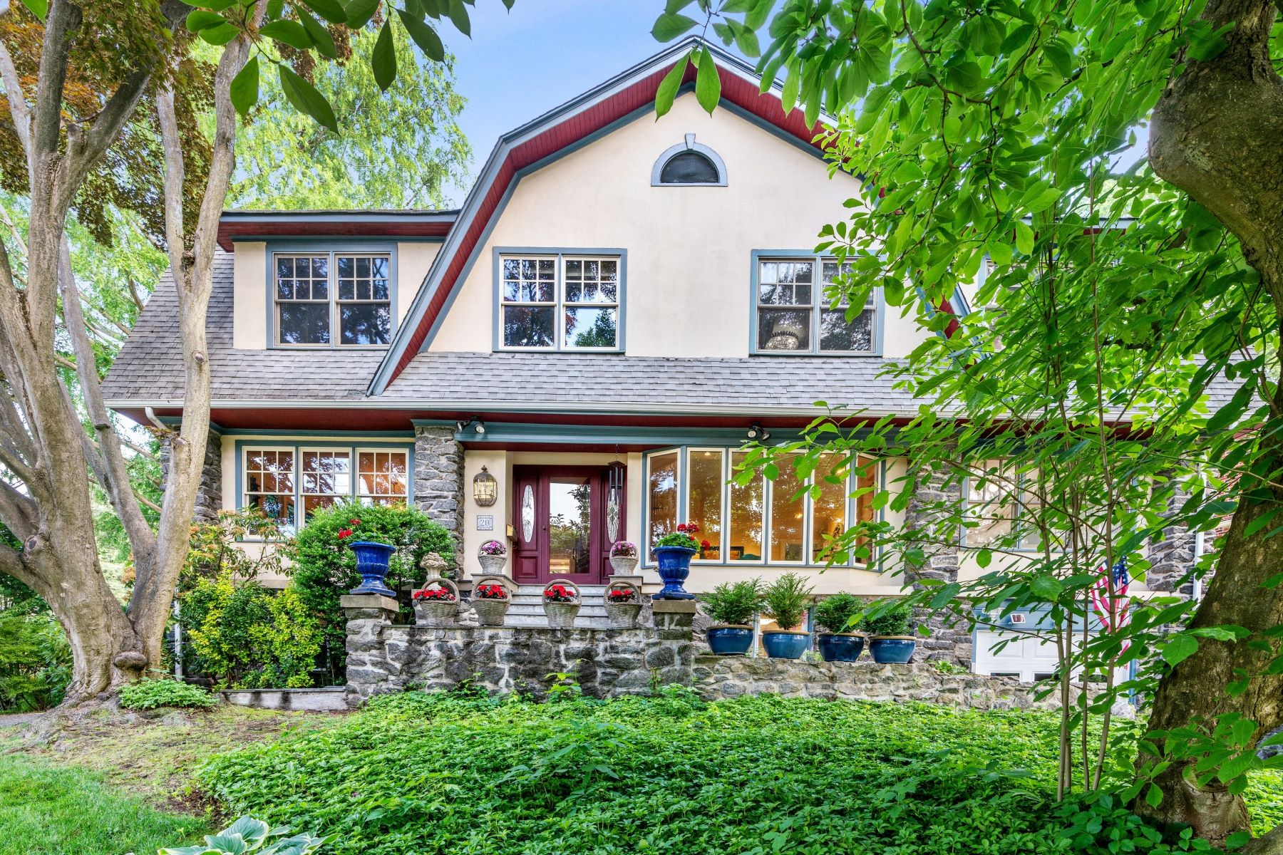 Single Family Homes for Active at 20 Crescent Road Larchmont, New York 10538 United States