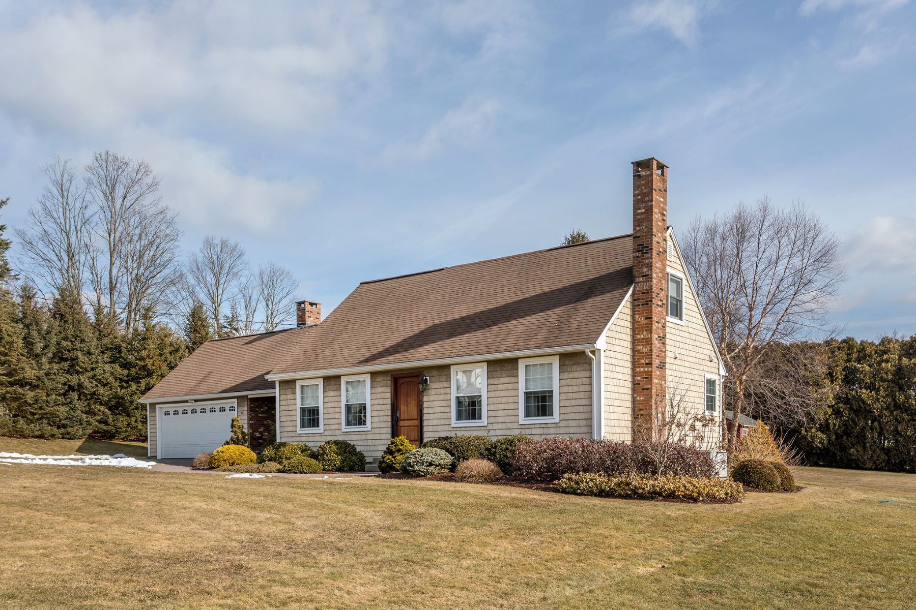 Single Family Homes vì Bán tại What a Beauty 51 Holmes Dr, Winchester, Connecticut 06098 Hoa Kỳ