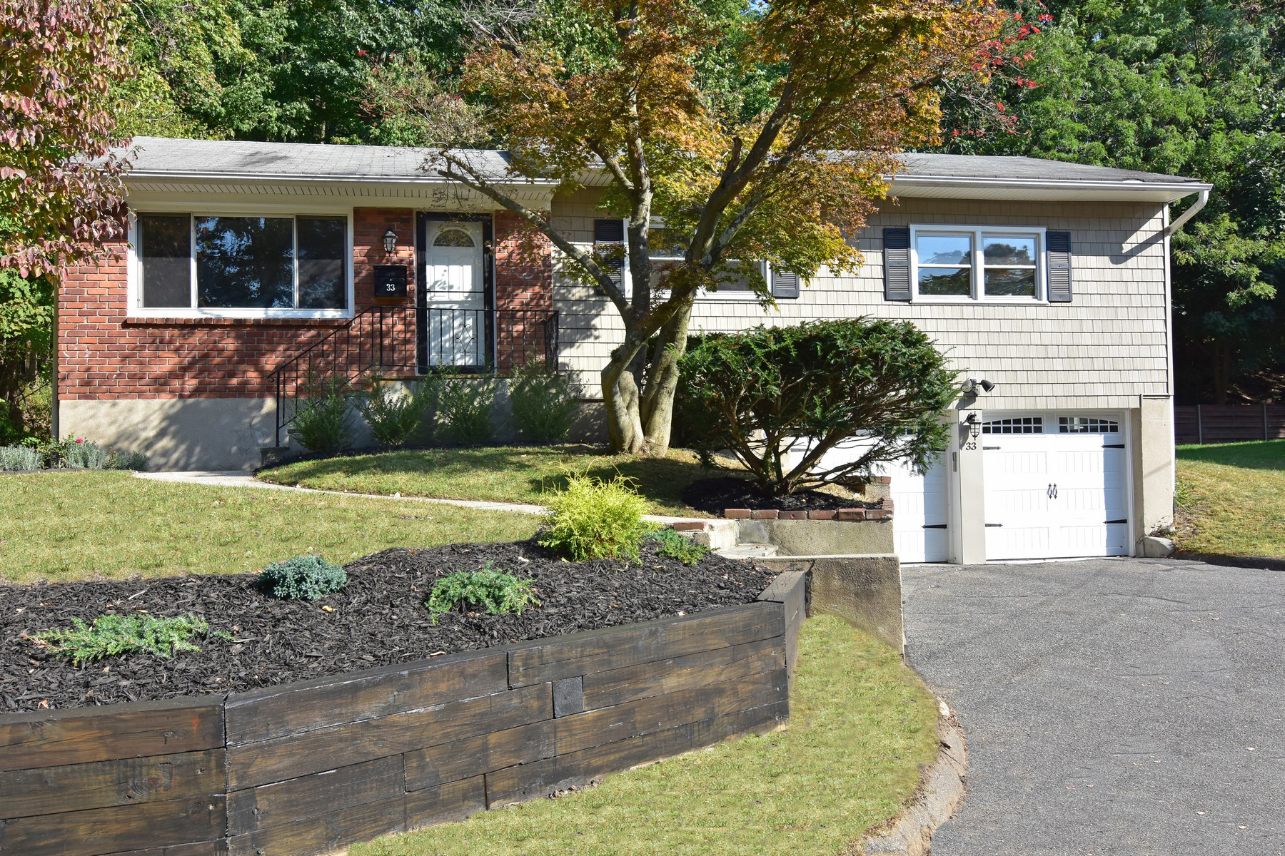 Single Family Homes for Sale at Gracious Fully Updated Ranch 33 Forest Boulevard Ardsley, New York 10502 United States