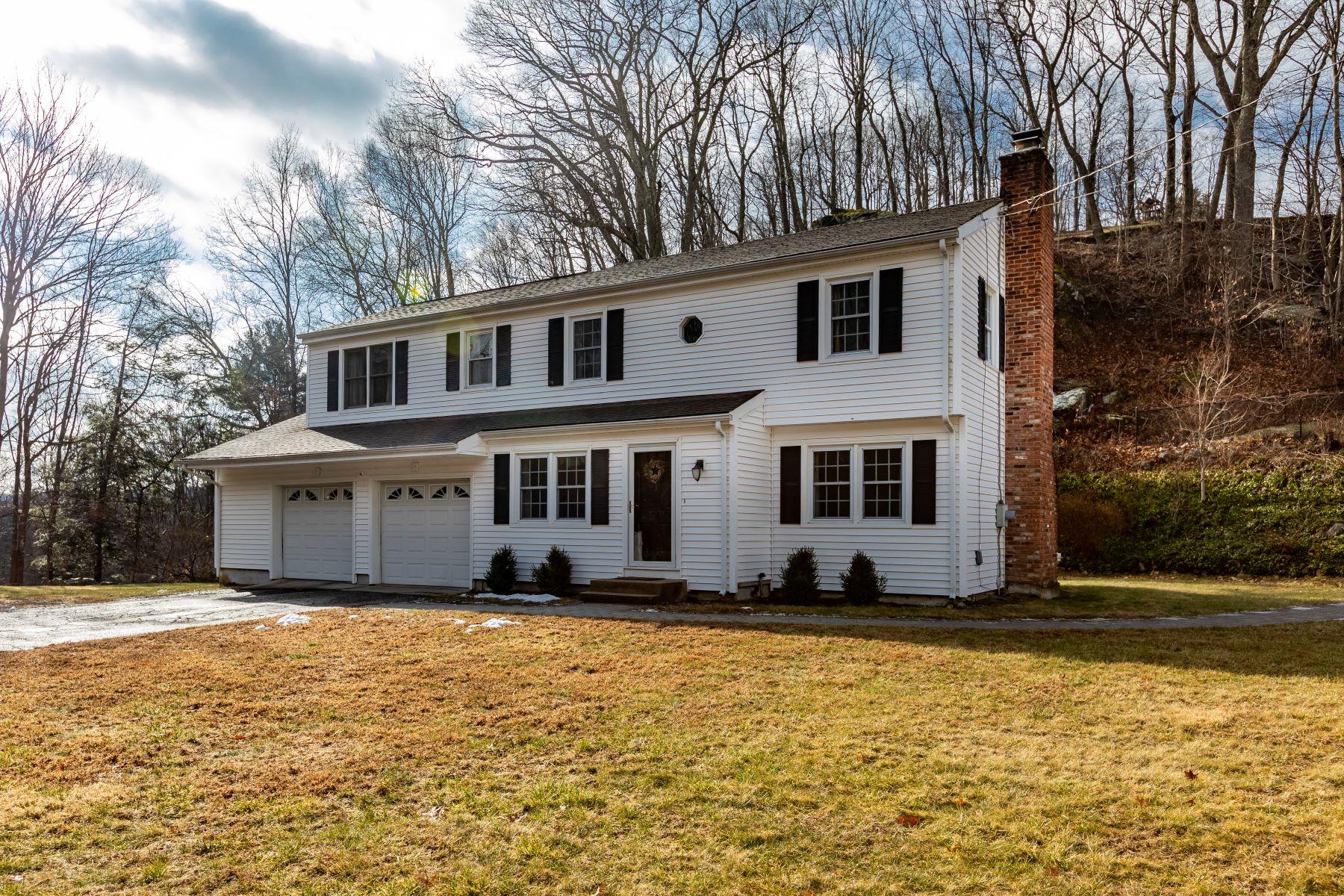 Single Family Homes för Försäljning vid Get Ready for Summer 93 Stony Hill Rd, Ridgefield, Connecticut 06877 Förenta staterna