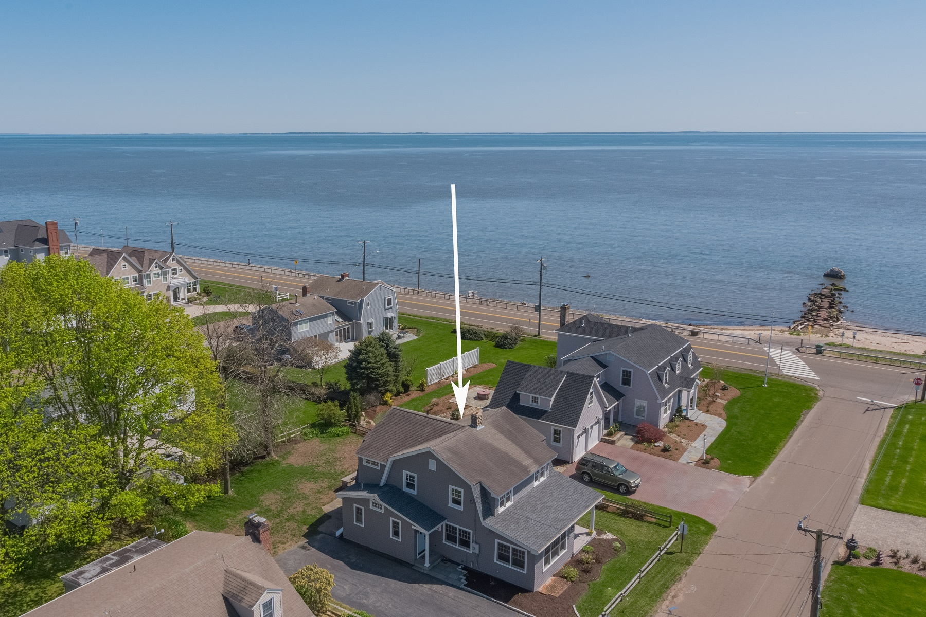 single family homes voor Verkoop op One House From Long Island Sound with Private Beach 4 Seacrest (sea Crest) Road, Old Saybrook, Connecticut 06475 Verenigde Staten