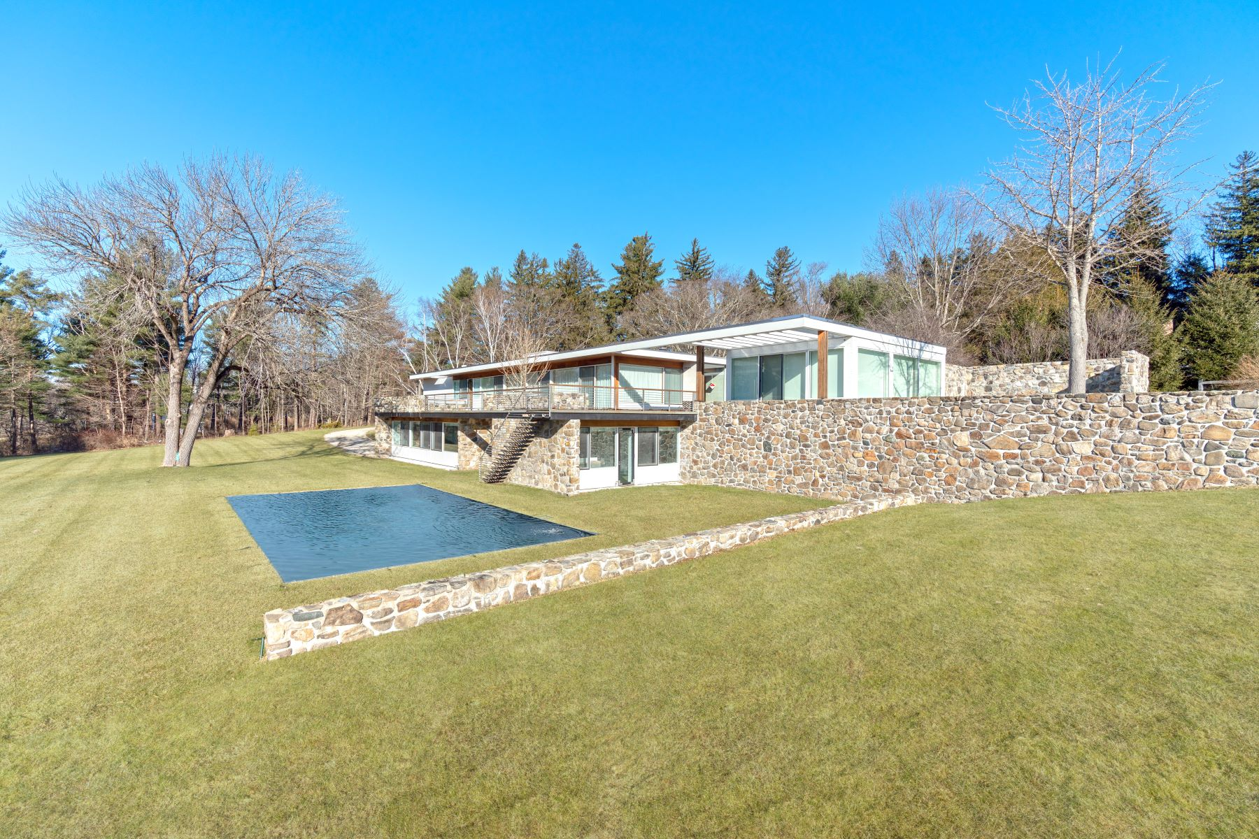 Casa Unifamiliar por un Venta en Marcel Breuer's Gagarin House I A Mid-Century Masterpiece 144 Gallows Lane Litchfield, Connecticut 06759 Estados Unidos