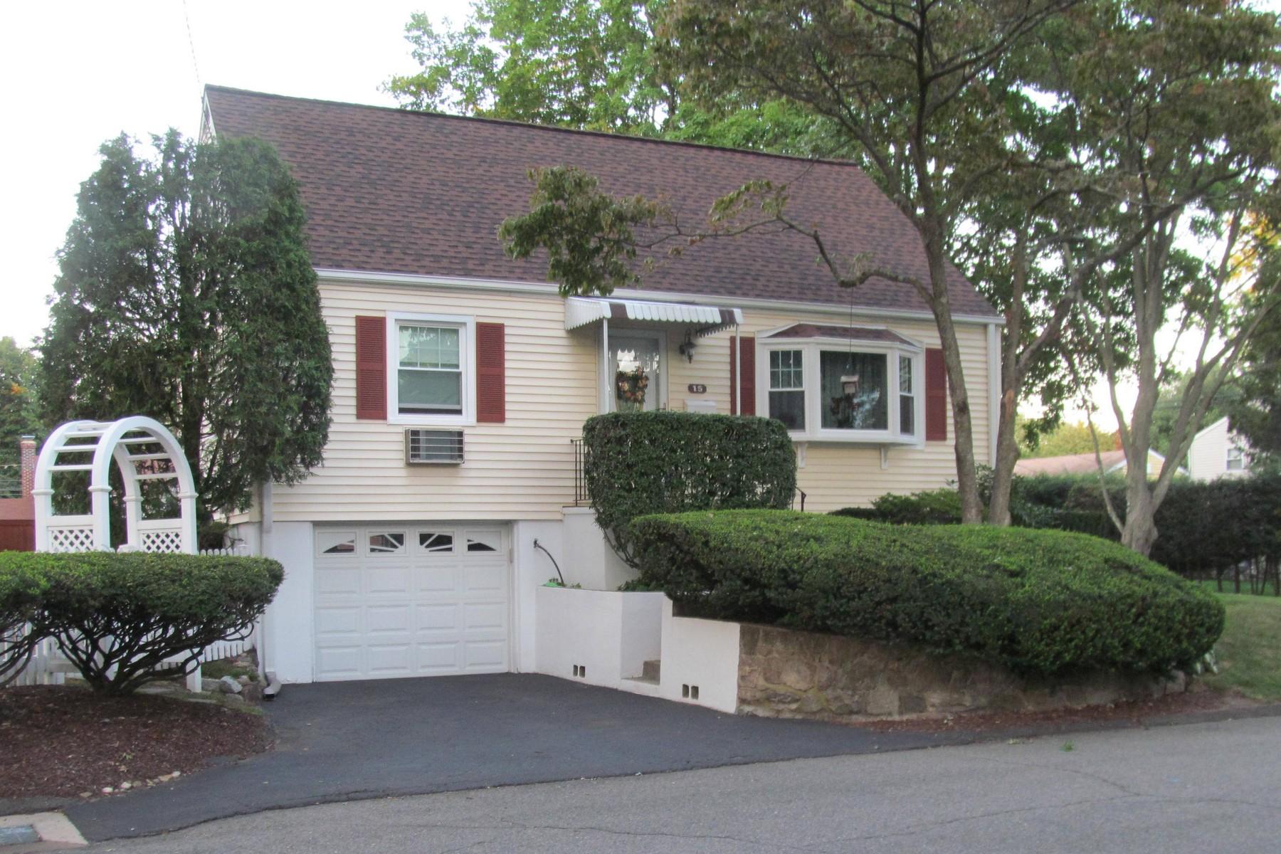 Vivienda unifamiliar por un Venta en Meticulous Cape 15 Yale Street Norwalk, Connecticut, 06851 Estados Unidos