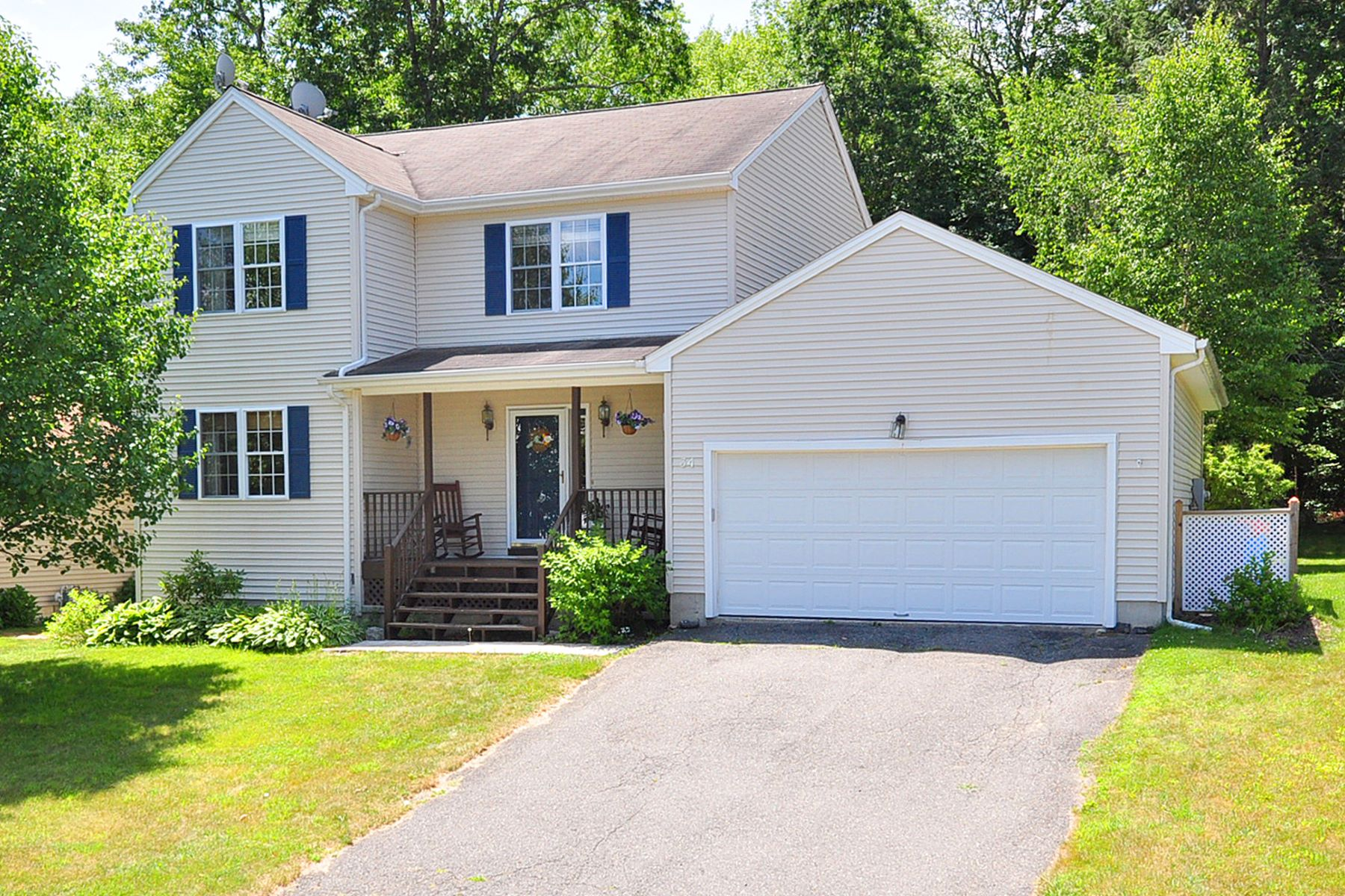 Single Family Homes for Sale at Beautiful Open Concept Colonial 34 Arbor Ridge Road Torrington, Connecticut 06790 United States
