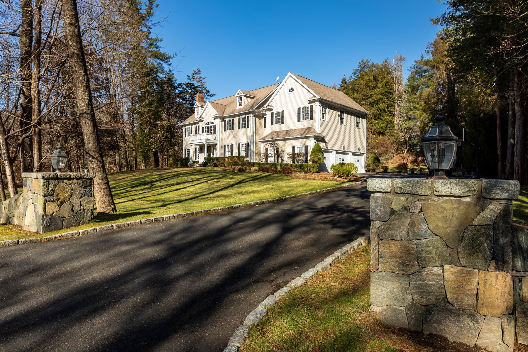 Single Family Homes for Sale at CUSTOM LETOURNEAU-BUILT COLONIAL! 50 Old South Salem Road Ridgefield, Connecticut 06877 United States