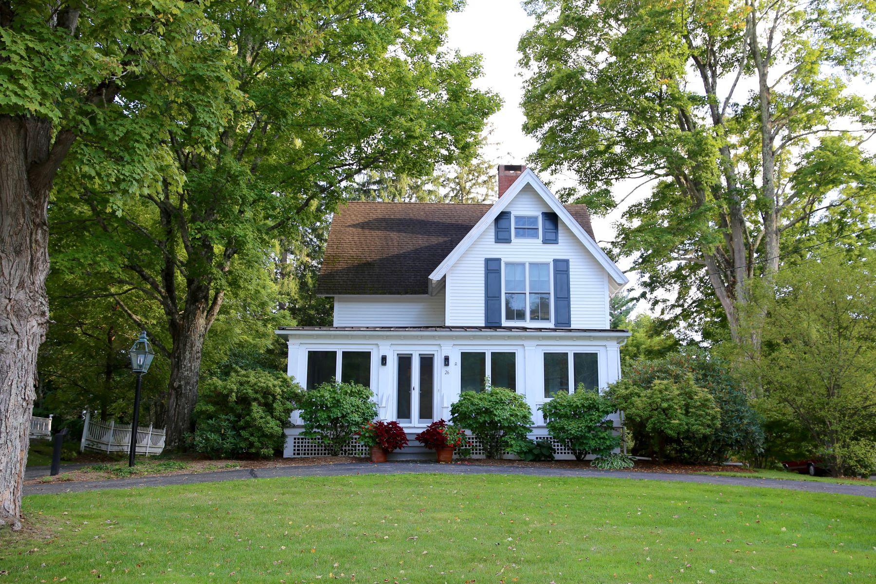 Single Family Homes 为 出租 在 Lakeville Perfection 26 Ethan Allen Street 索尔茨伯里市, 康涅狄格州 06068 美国
