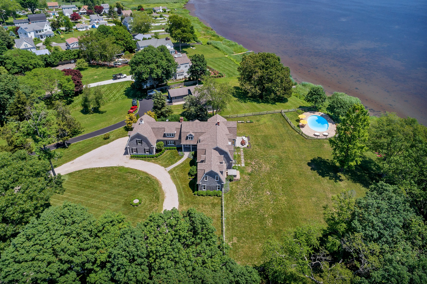 Additional photo for property listing at Hamptons-Style Residence on 2 Waterfront Acres 9 Cedar Lane, Old Saybrook, Connecticut 06475 United States