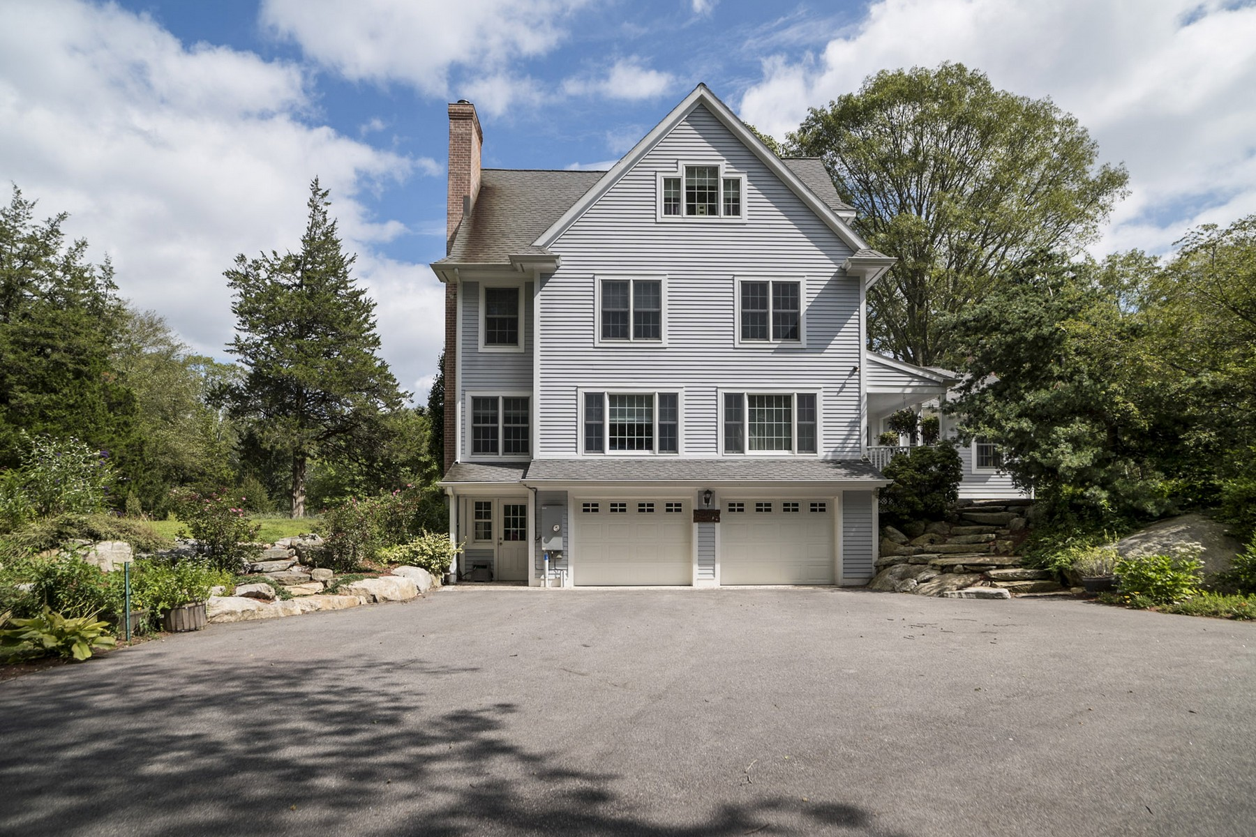 Additional photo for property listing at Unique And Open Floor Plan 116 Farmholme Rd Stonington, Connecticut 06378 United States