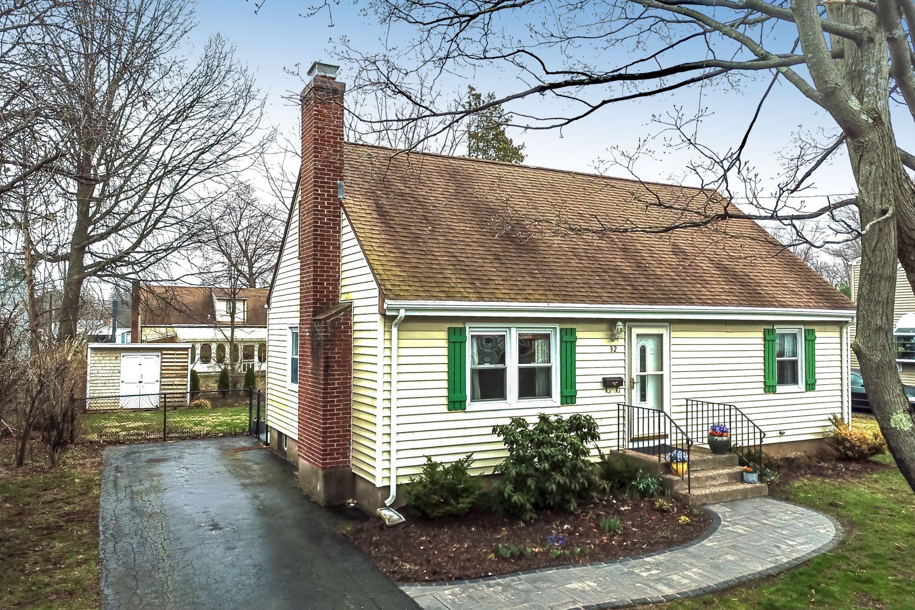 Eensgezinswoning voor Verkoop op 32 Brian Road West Hartford, Connecticut 06110 Verenigde Staten