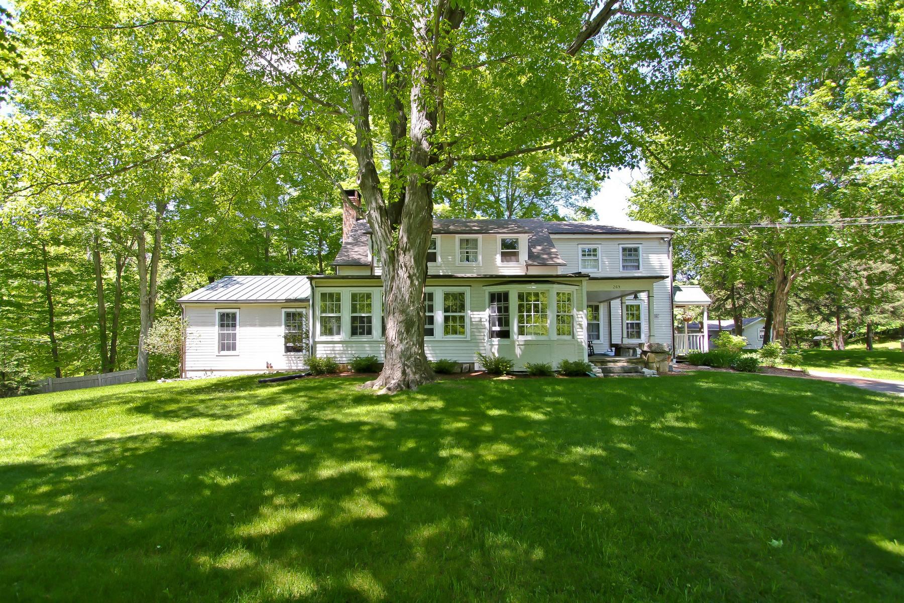Частный односемейный дом для того Продажа на Circa 1863 Colonial 269 Farmingville Road Ridgefield, Коннектикут, 06877 Соединенные Штаты