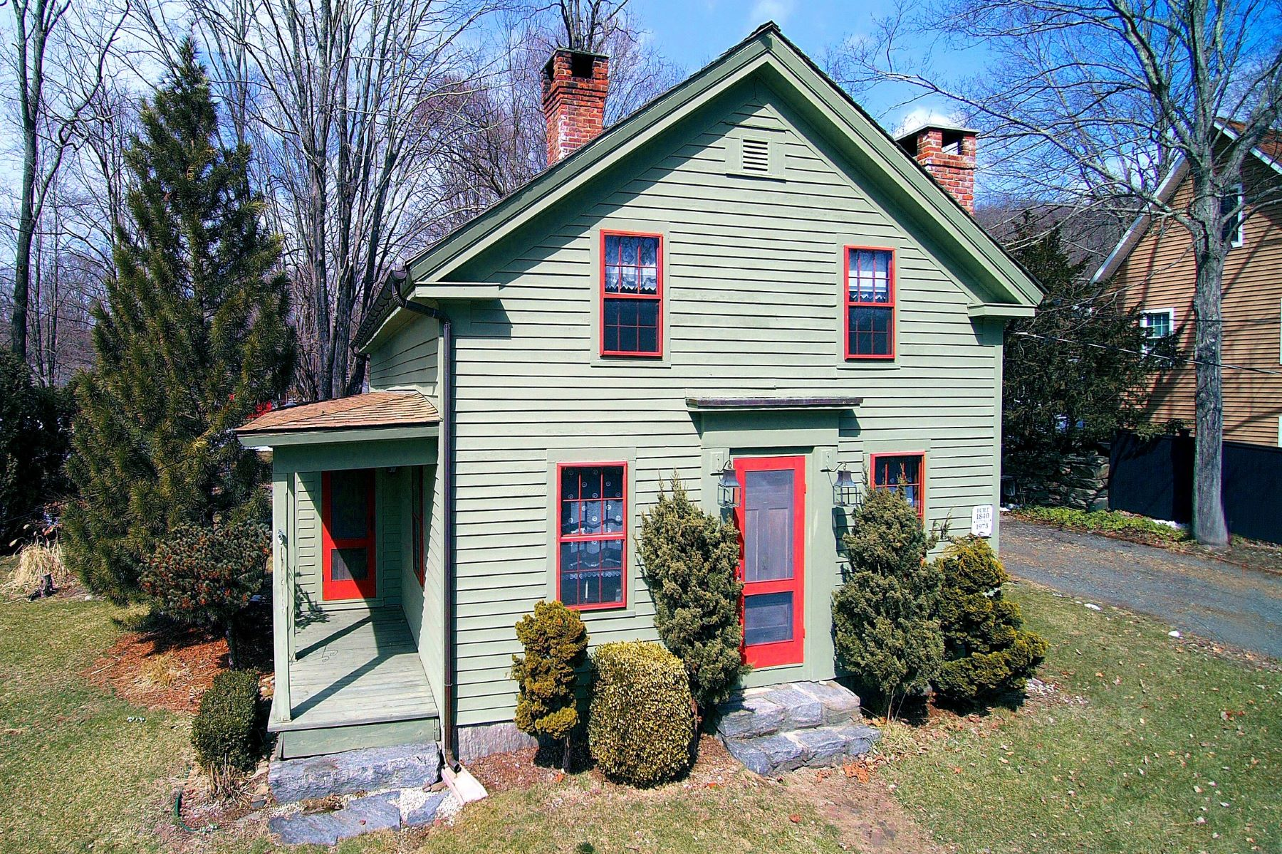 Частный односемейный дом для того Продажа на True Gem Built in 1840 236 Quassuk Road Woodbury, Коннектикут 06798 Соединенные Штаты