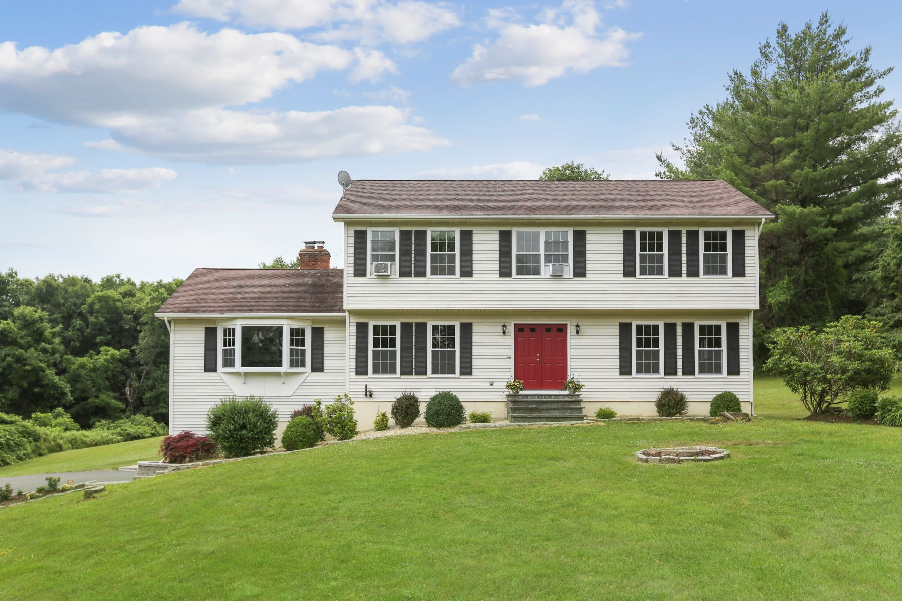 Single Family Homes للـ Sale في Deep Breath- Exhale! You've Found Your Home 78 Bigelow Road, New Fairfield, Connecticut 06812 United States