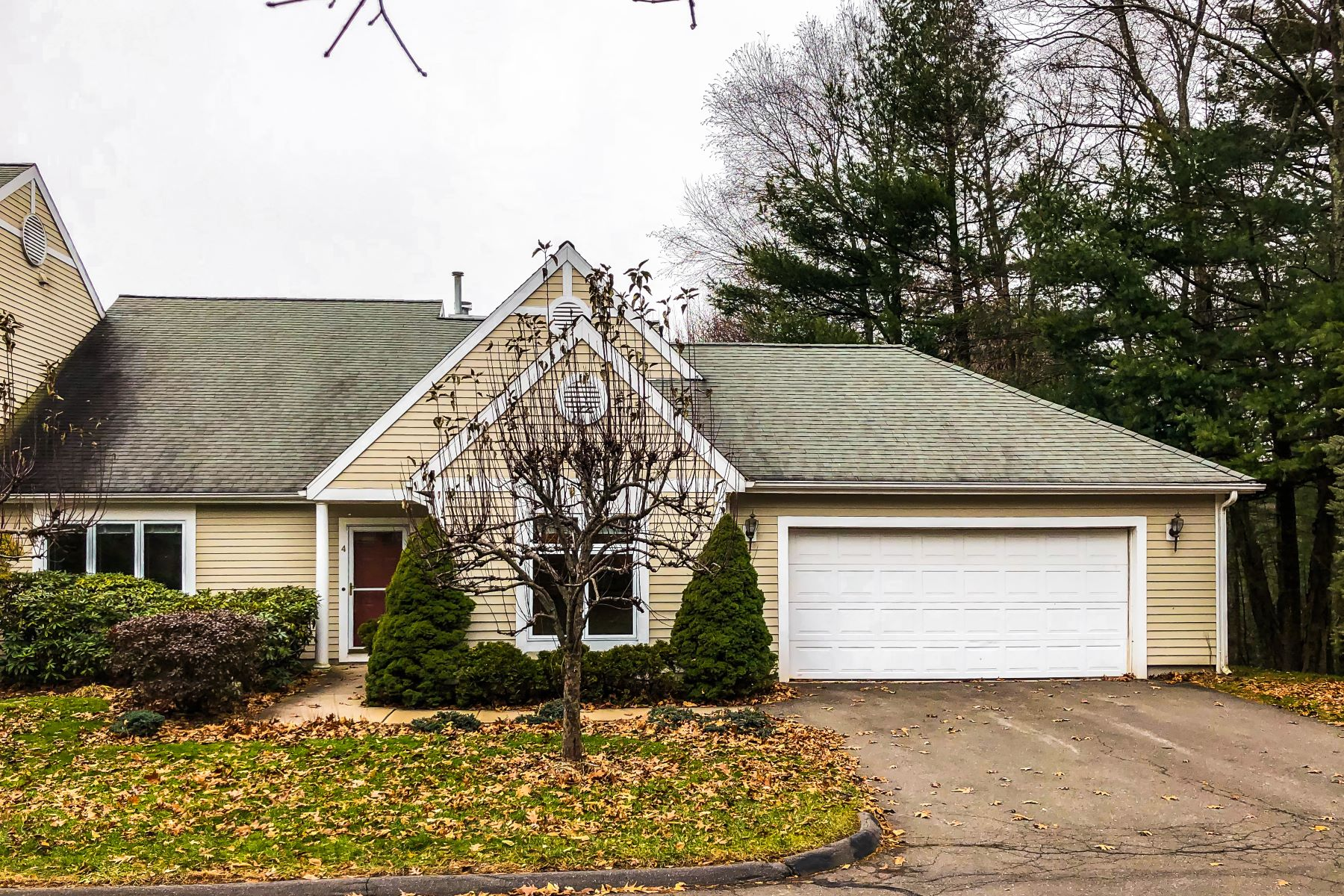 condominiums for Sale at 4 Easton Place 4, Avon, Connecticut 06001 United States