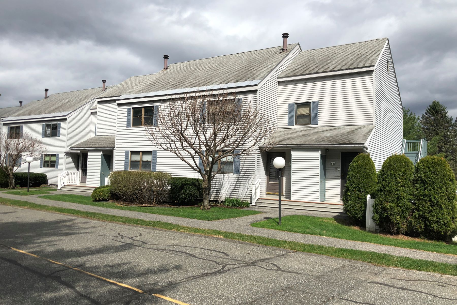 Condominiums 为 销售 在 Wonderful Renovated Condo Unit at Rolling Hills 5 Rolling Hills 9, 雷诺克斯, 马萨诸塞州 01240 美国
