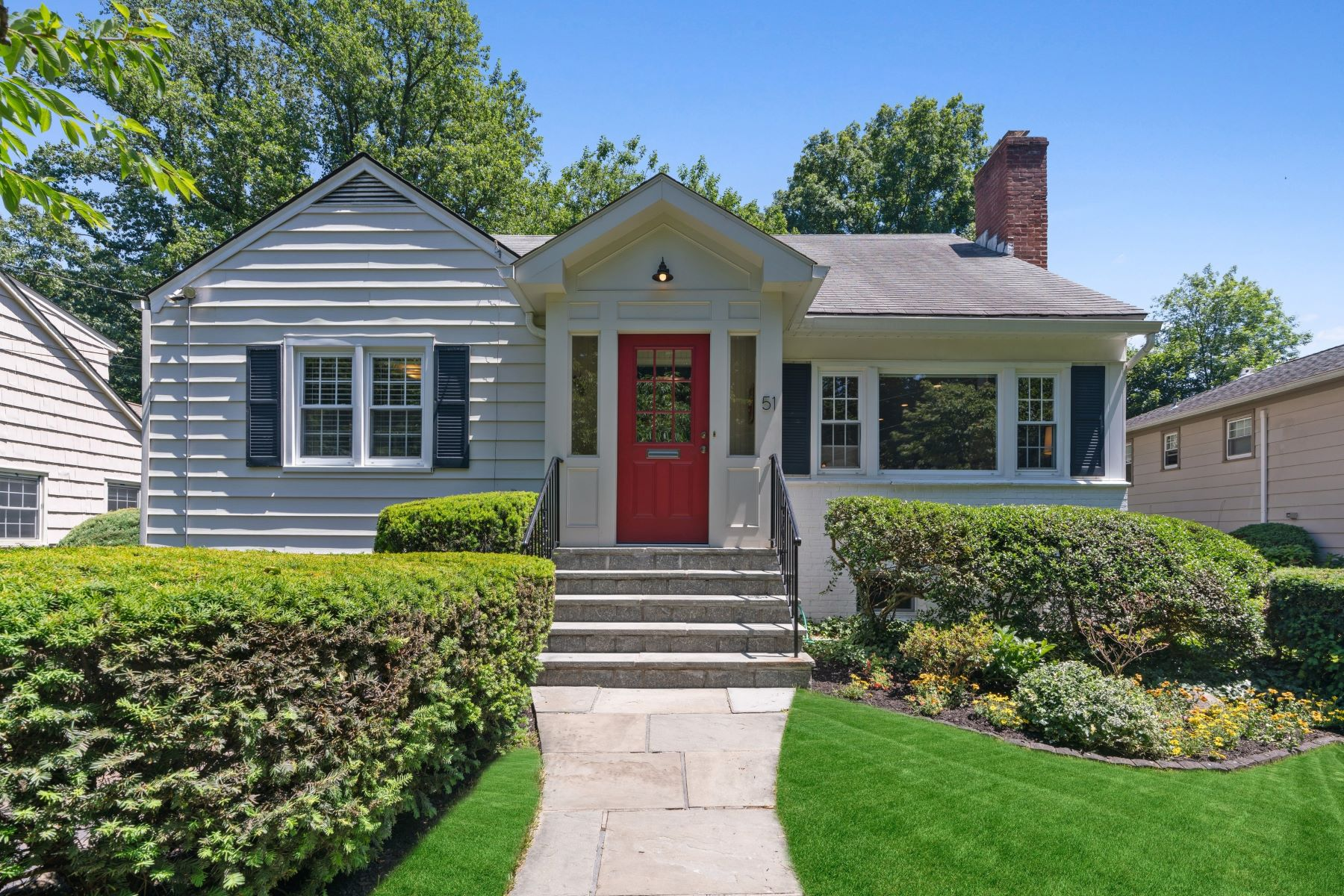 Single Family Homes for Active at 51 Rockwood Drive Larchmont, New York 10538 United States