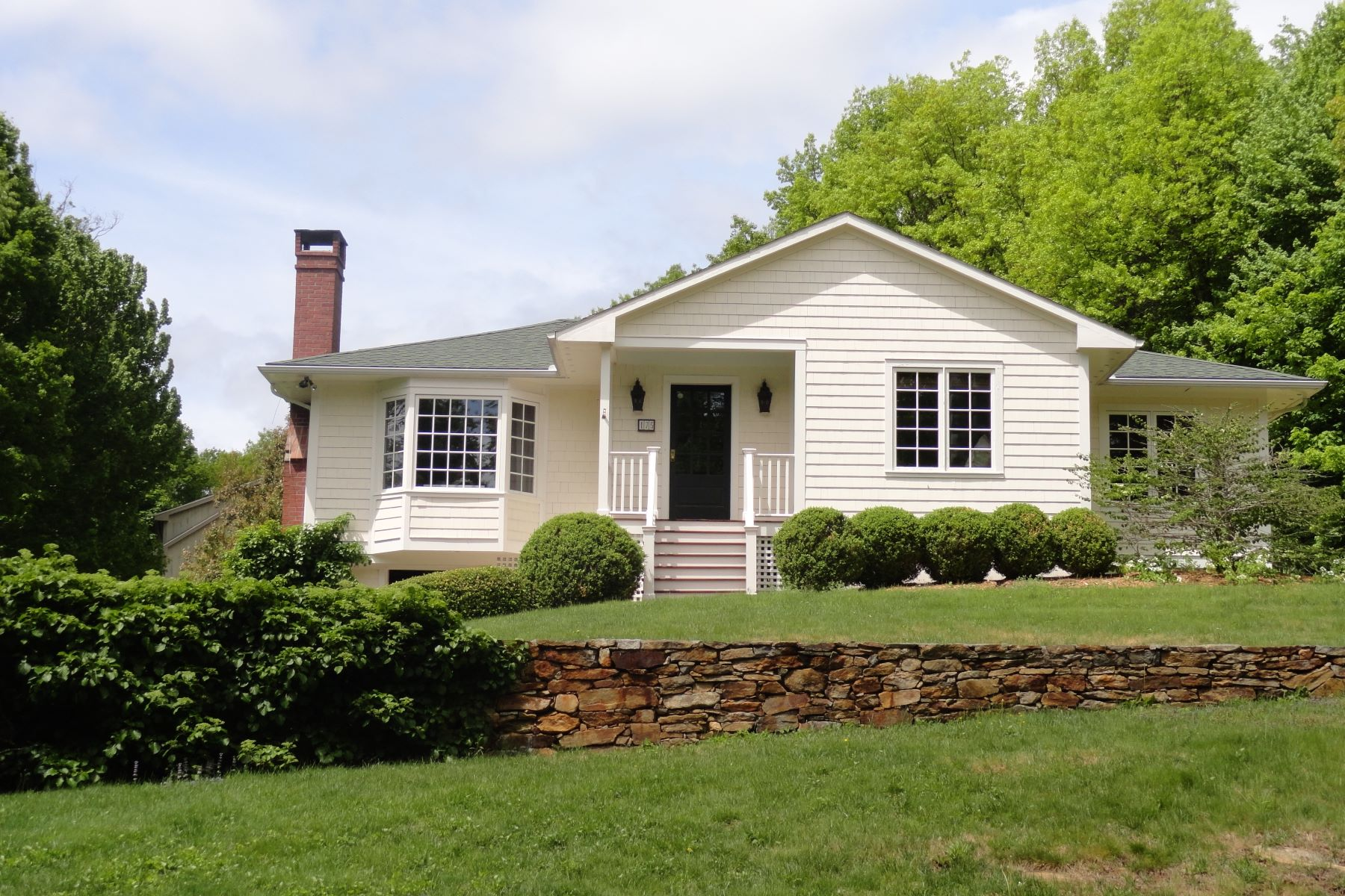 Single Family Homes для того Продажа на Distant views that overlook conservation lands 175 East Street, Sharon, Коннектикут 06069 Соединенные Штаты