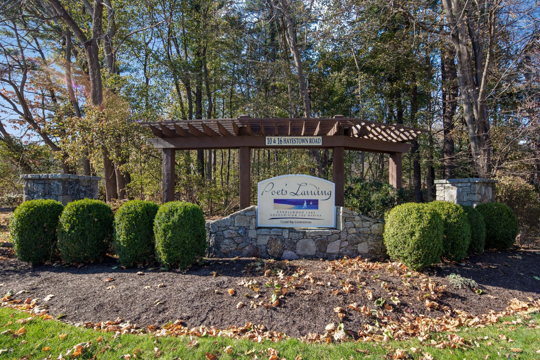 Additional photo for property listing at Candlewood Lake Direct Waterfront 16 Hayestown Road, A101, Danbury, Connecticut 06811 Stati Uniti
